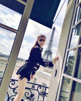 人妻网红心霓儿贵妇打扮游巴黎 性感露沟
