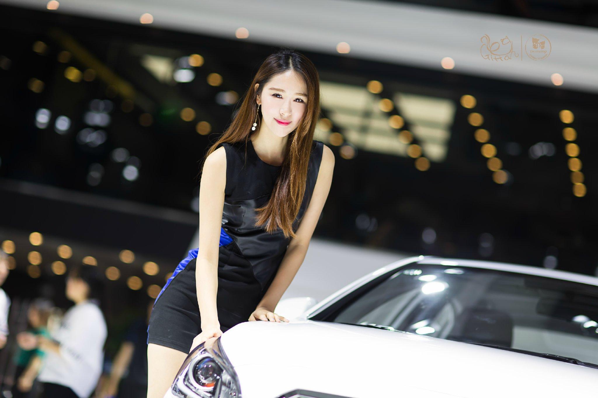 2016长春车展北京现代展台身穿黑色连身裙的美女车模wuli闻堇baby美腿诱惑