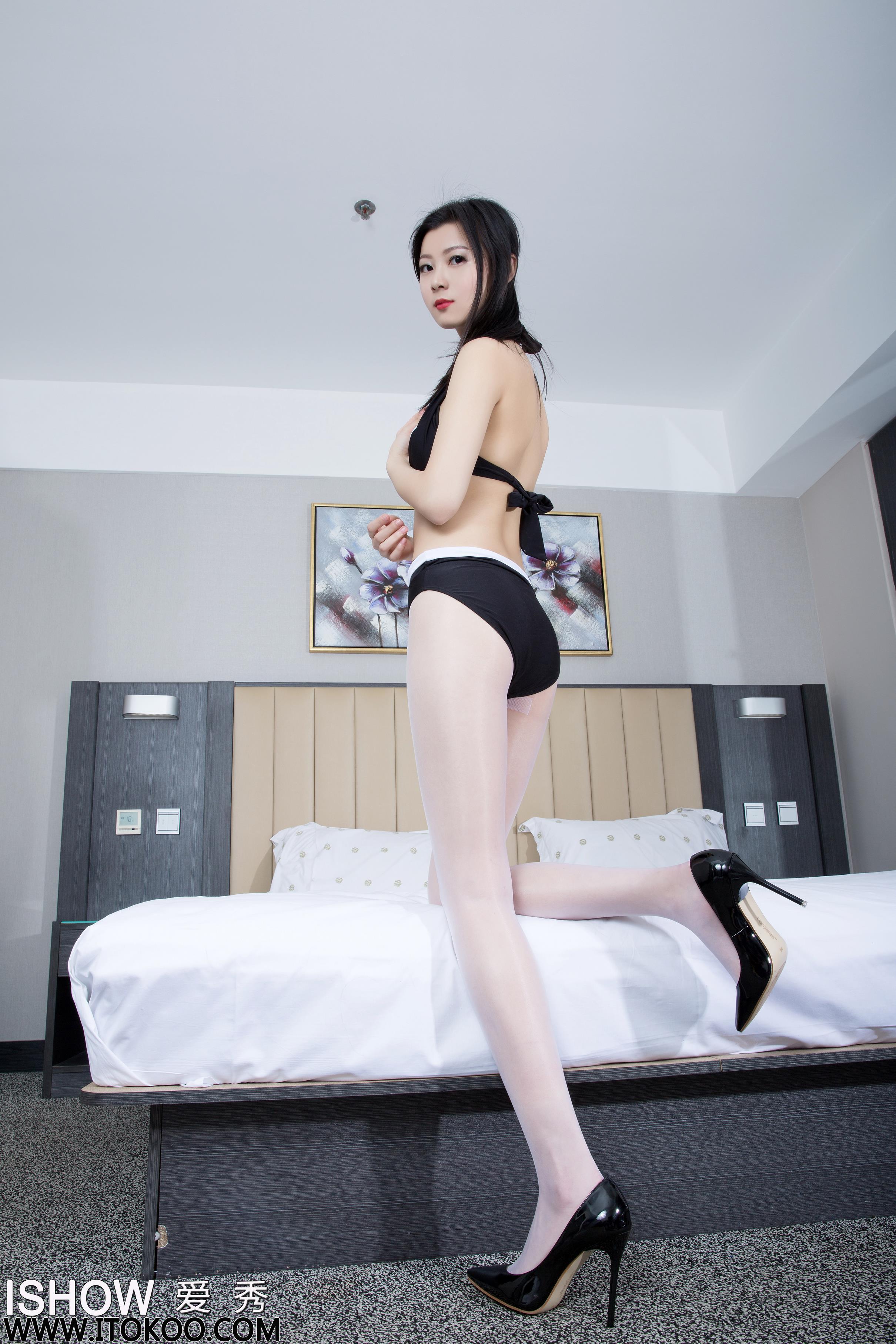 [ISHOW爱秀]黑色内衣美女 阿曼Amanda 白色连身丝袜美腿性感写真 2016-05-17 NO.049
