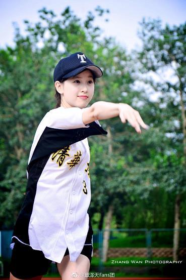太美了!奶茶妹妹章泽天棒球写真旧照公开 青春少女活力足