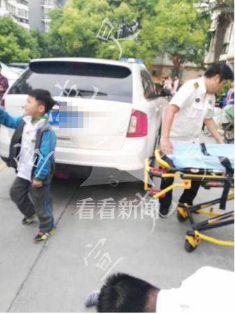 一4龄童小区内被车压死 肇事者系隔壁邻居