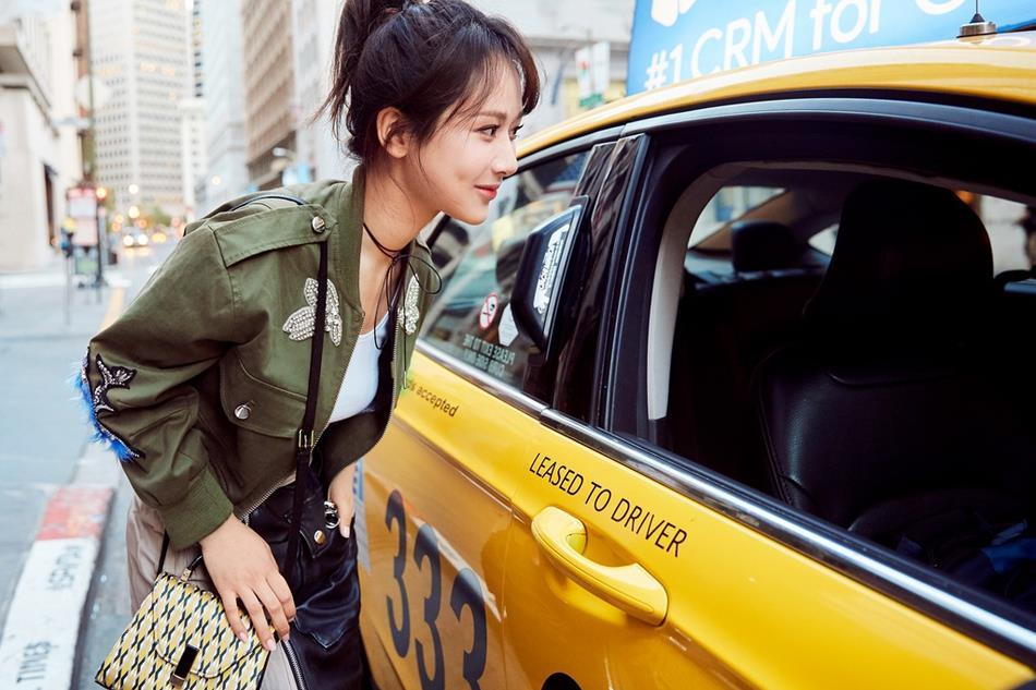 杨紫演绎街头潮girl 自由随性活力十足