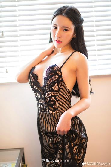 网络辣模 周于希dummy 白色镂空透视连身裙与黑色性感内衣私房写真集
