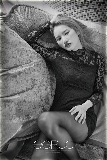 黑之惑Ⅱ 一起撕妹纸 米弦儿 镂空连衣裙与黑色丝袜美腿黑白写真