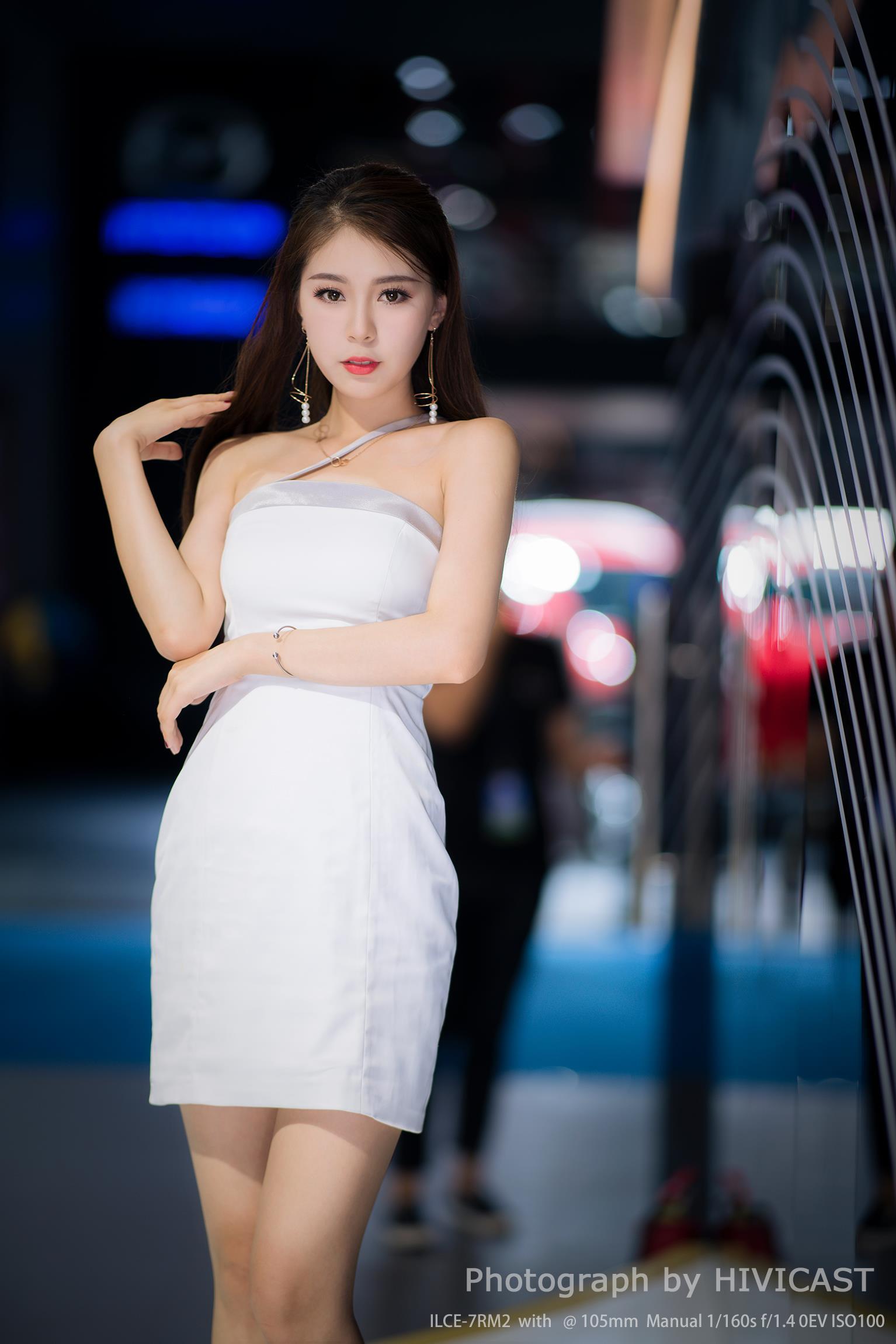 2017长春车展 比速汽车展台 美车模特:卜秋琳 白色抹胸礼服