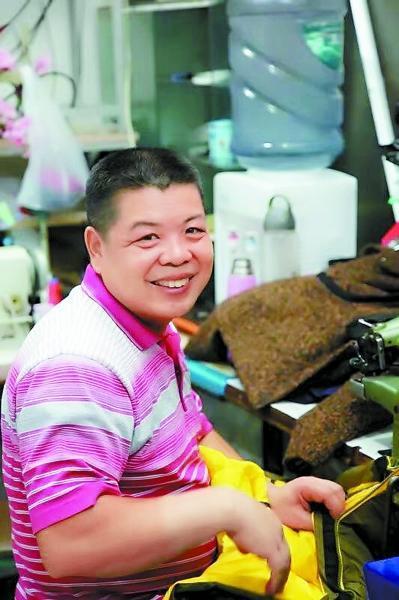 安徽夫妻在北京开裁缝铺 义务为残障孩子补衣服5年