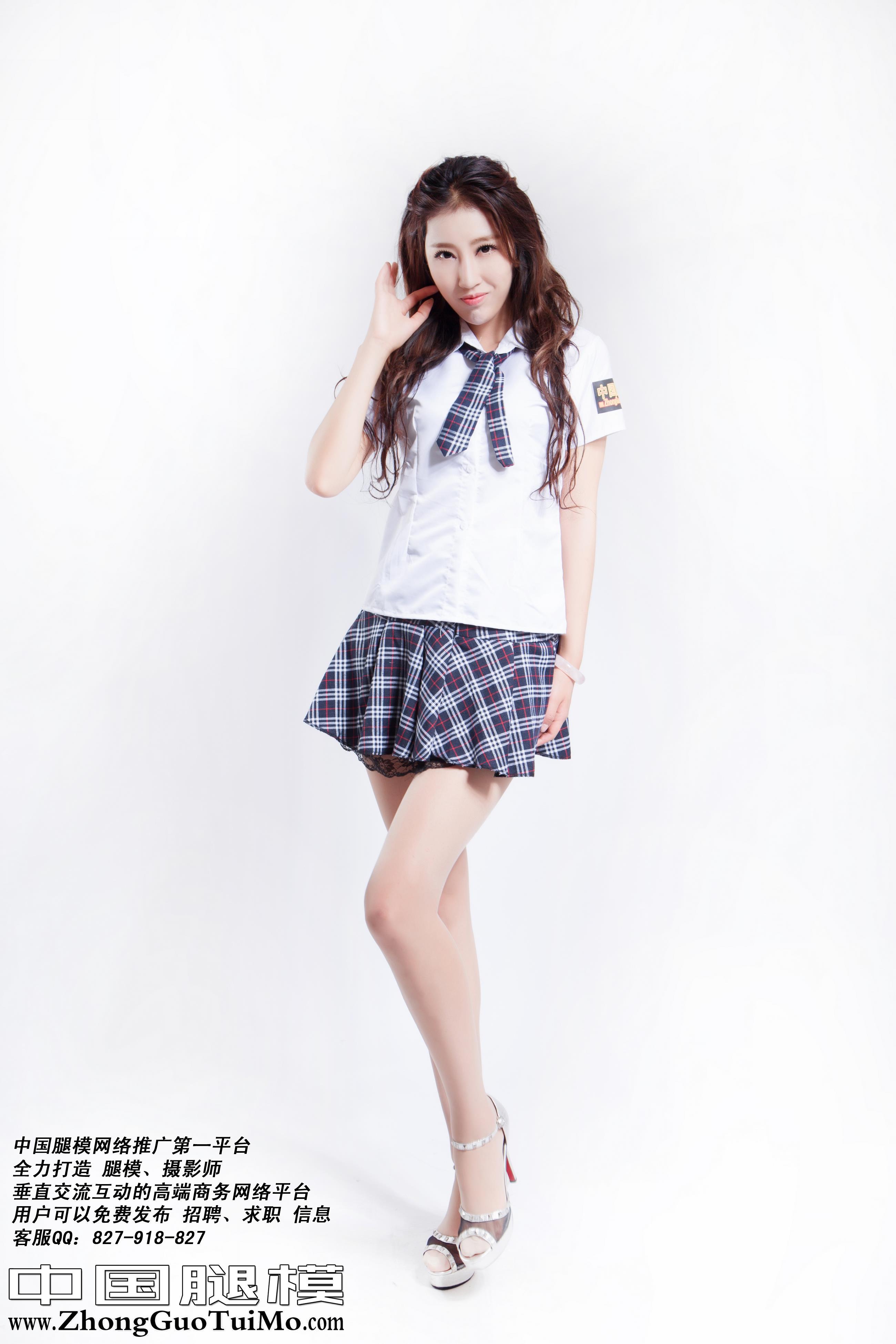 [中国腿模]No.002 史文可 性感高中女生制服加短裙与肉色丝袜美腿私房写真集