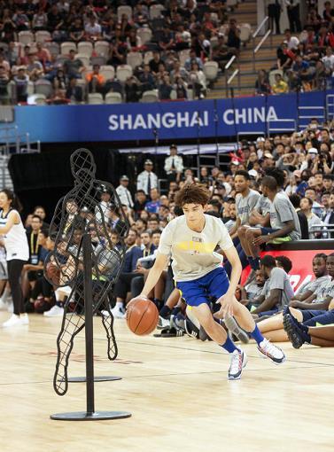 吴磊出任NBA微博篮球大使