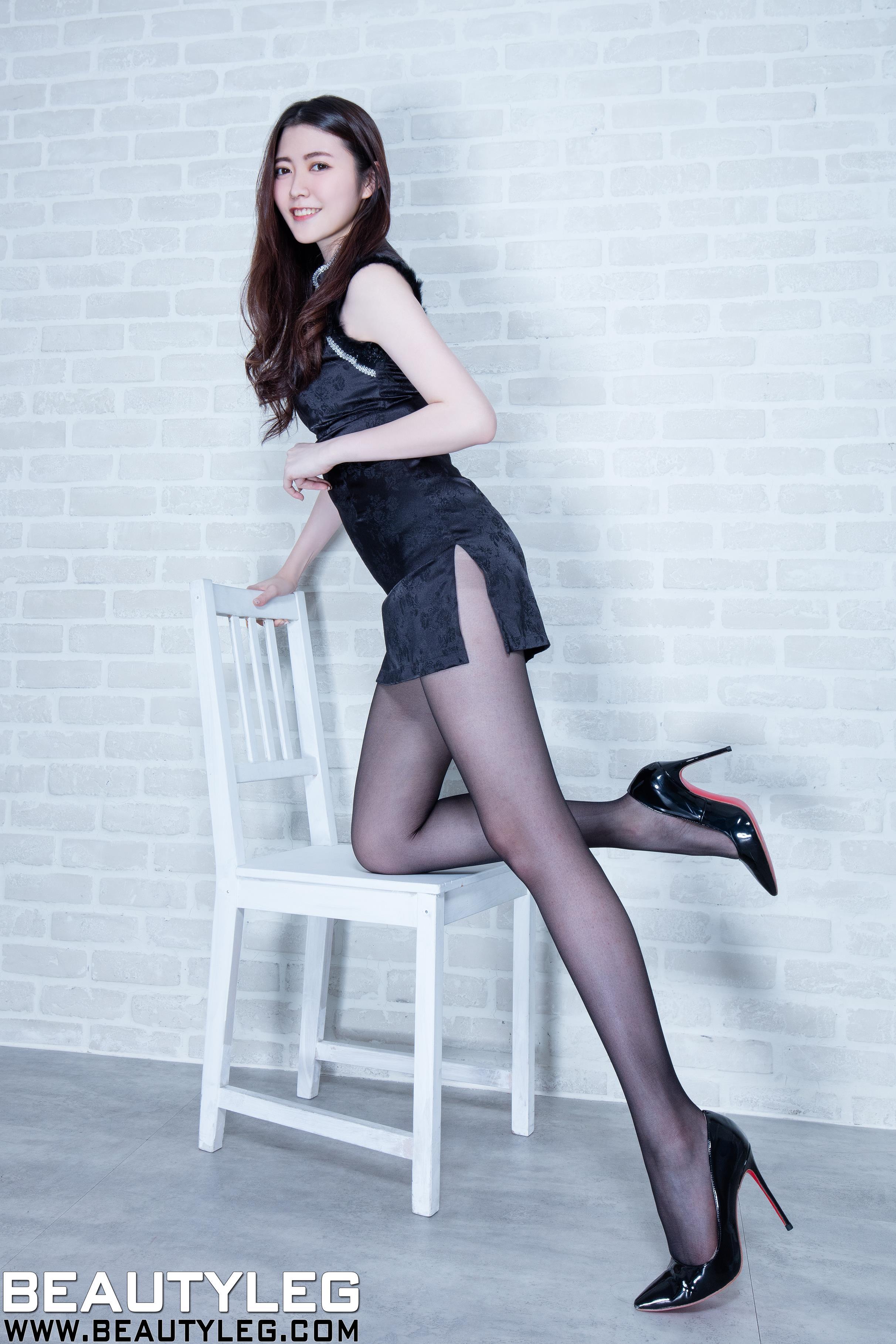 [beautyleg美腿写真]No.1555 Brindy 黑色短旗袍加黑色丝袜美腿性感私房写真集