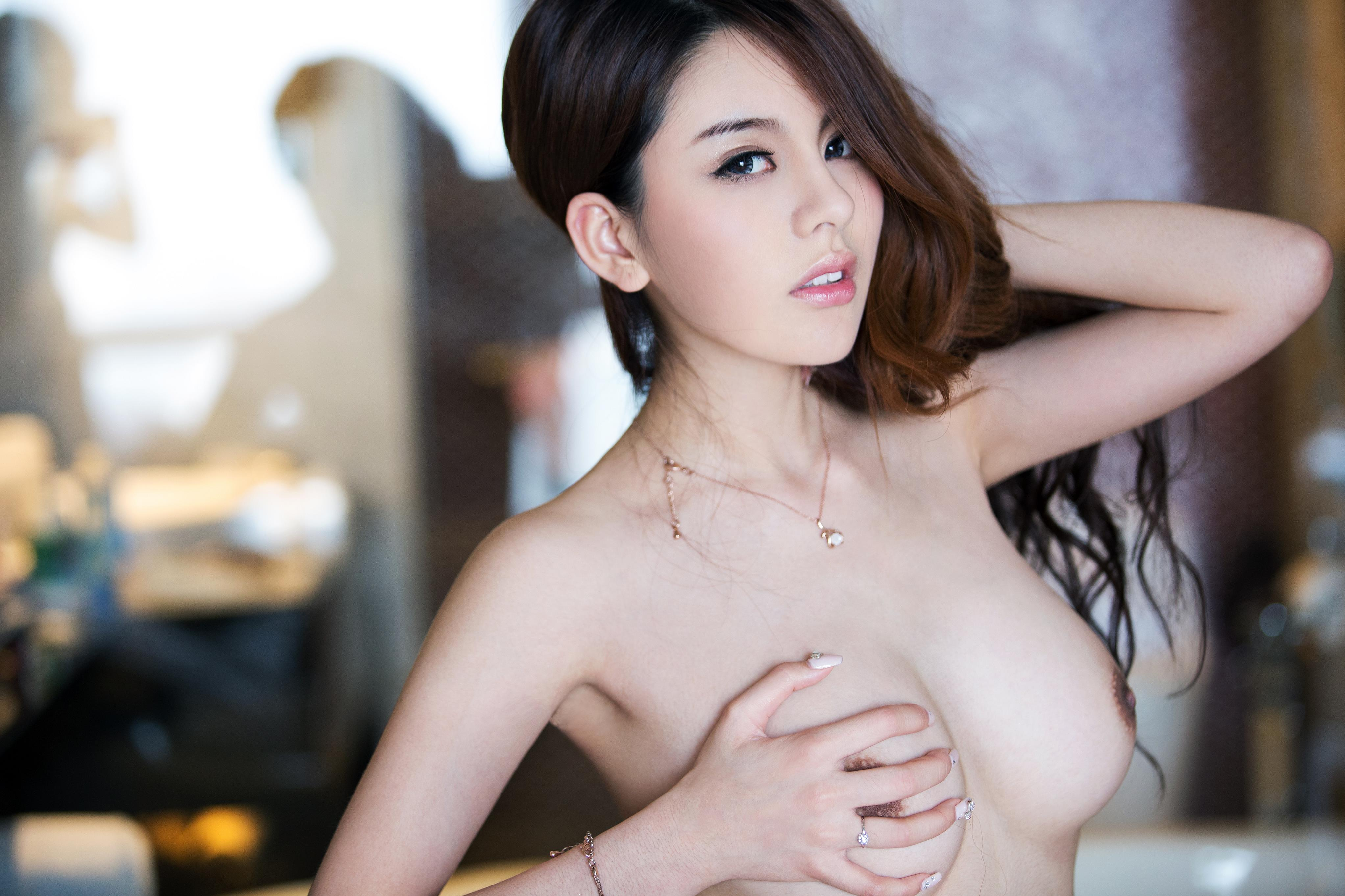 Model chaina topless — photo 5