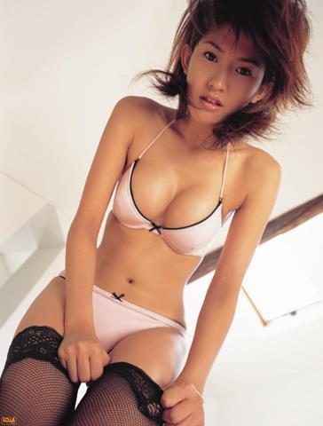 [BOMB.tv]写真2003年 日本赛车皇后 森下千里 Morishita Chisato 性感比基尼泳装与黑色丝袜美腿私房写真集