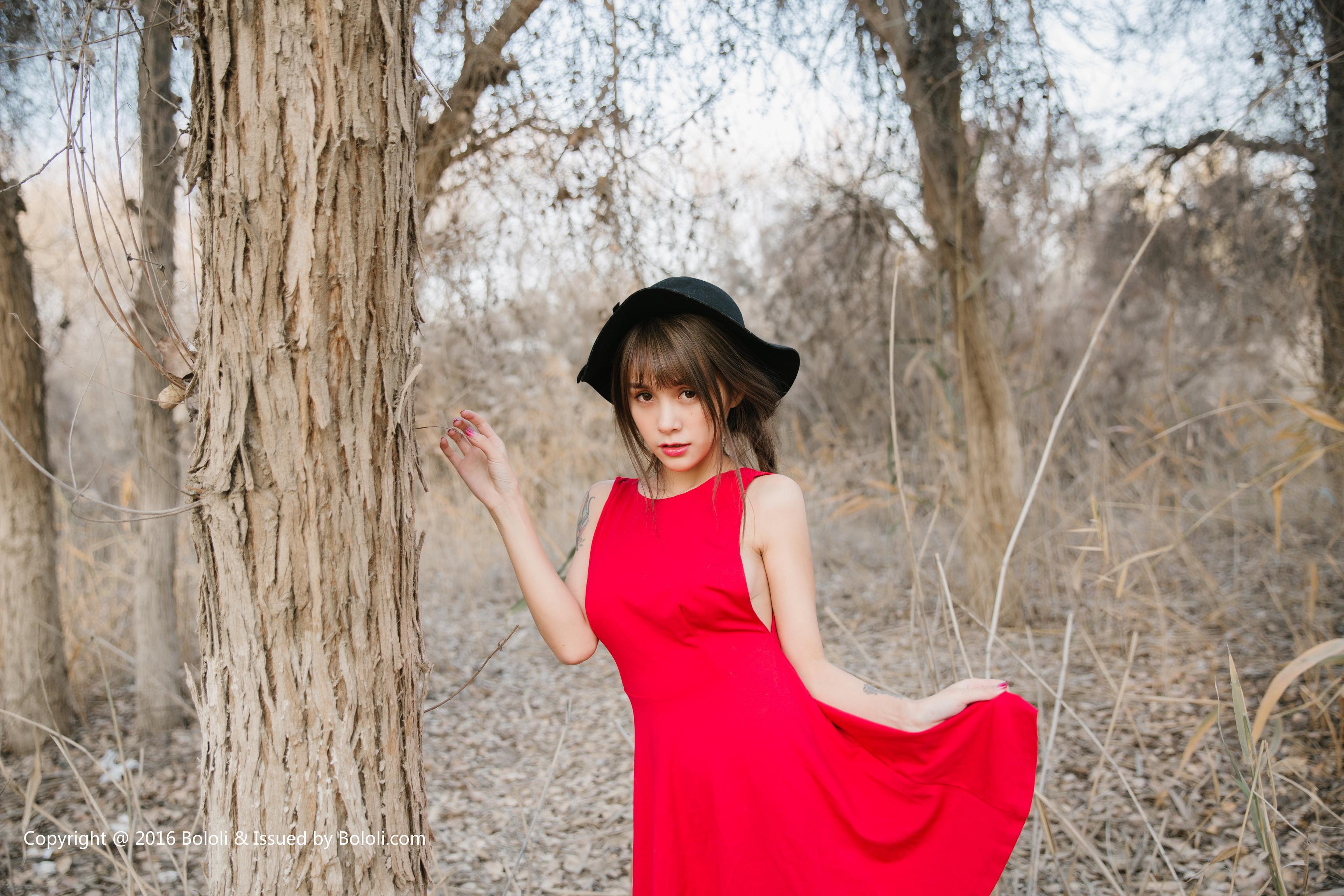 [BoLoli波萝社]BOL017 胡杨林里的夏美酱 童颜巨乳小萝莉 吊带镂空睡衣性感私房写真集