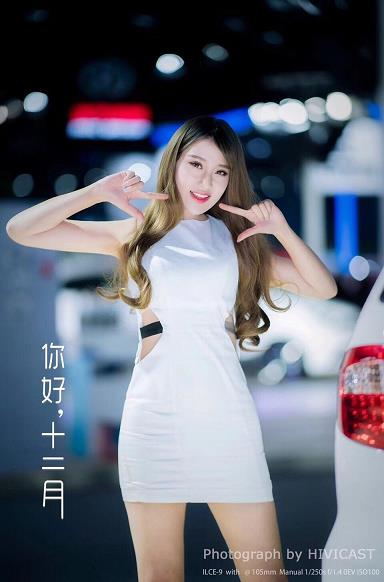2017广州车展 北京福田汽车展台 身穿白色紧身连身裙的美女车模