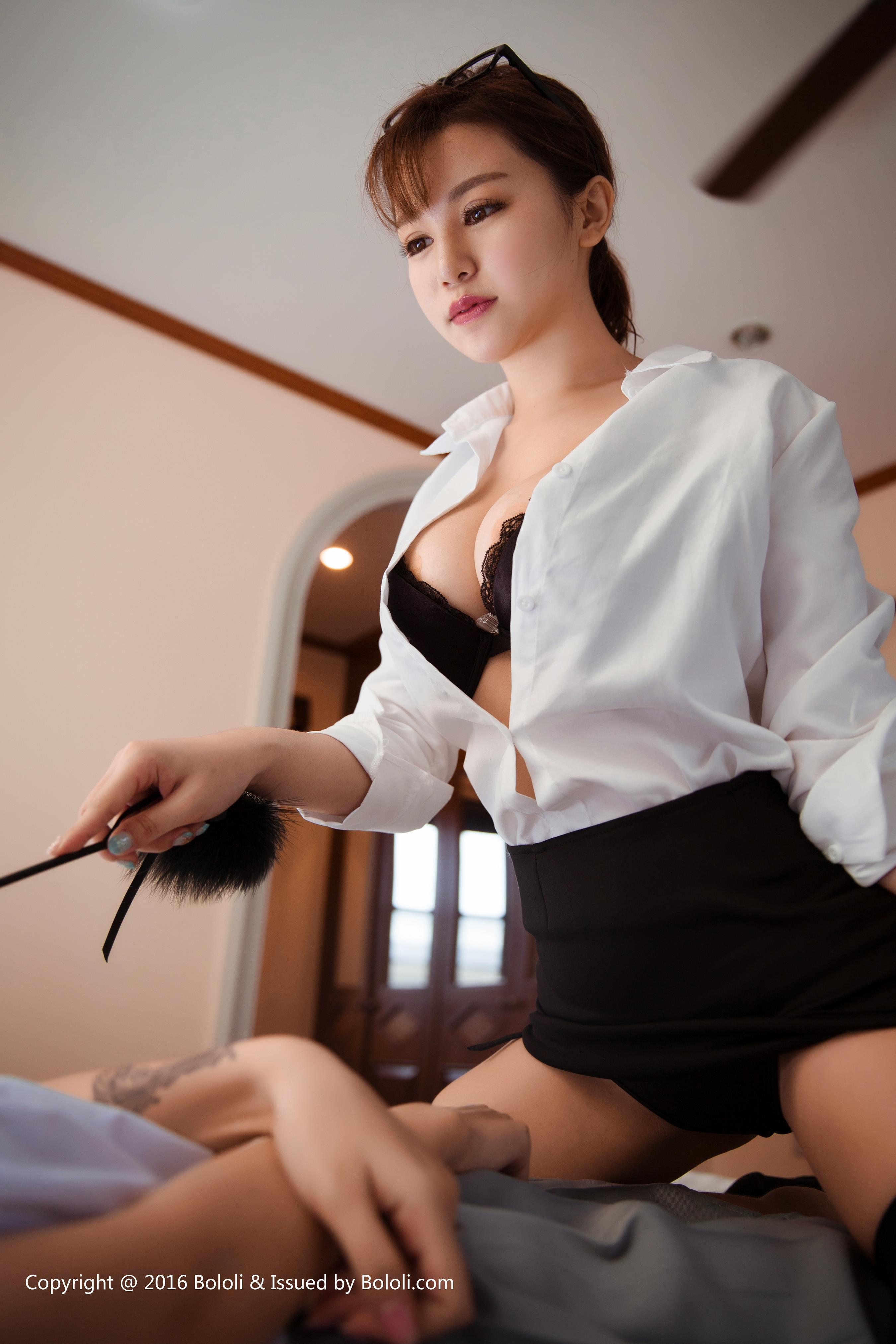 [BoLoli波萝社]BOL024 童颜巨乳小萝莉 夏美酱 刘娅希 高中女生制服加丝袜美腿性感私房写真集