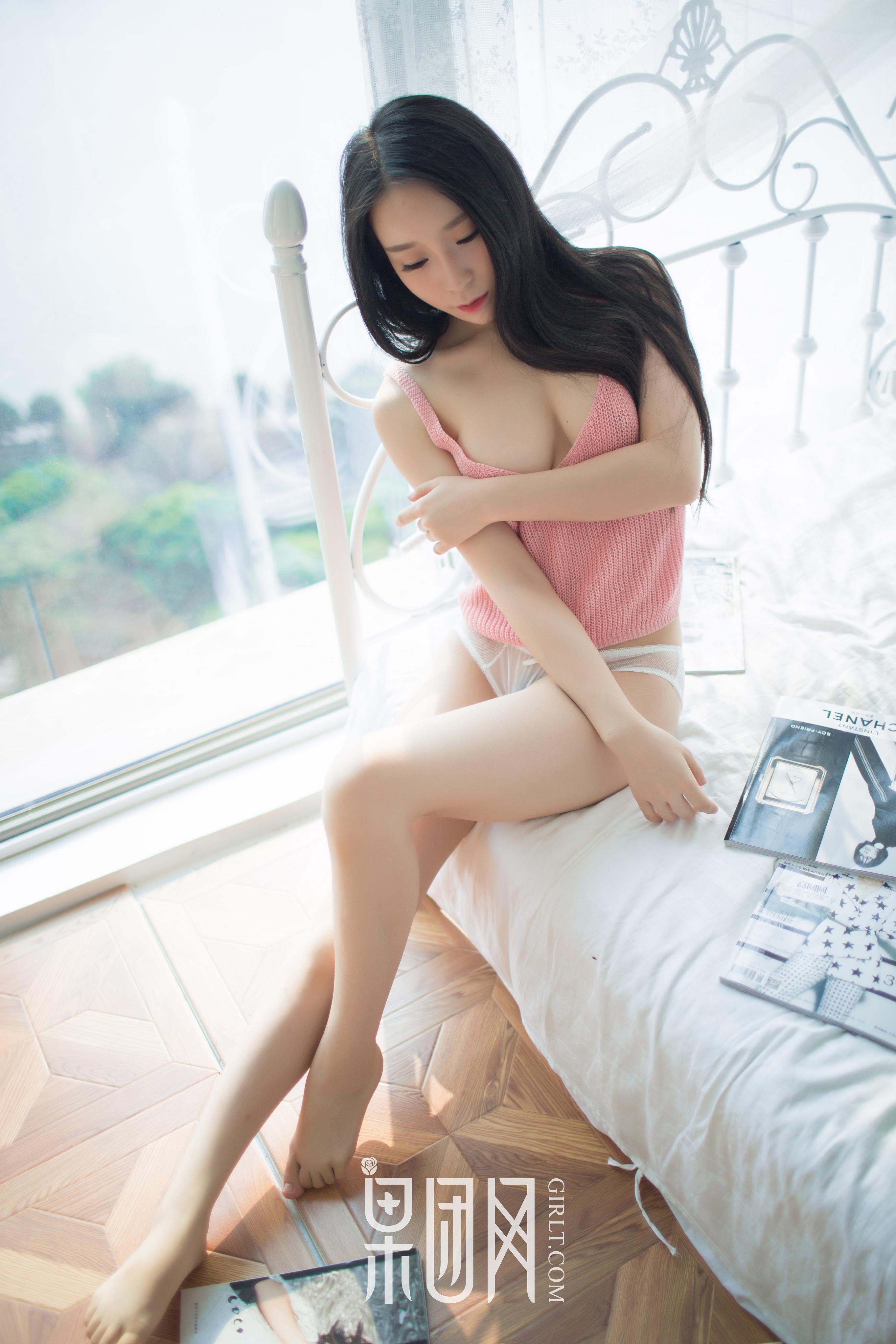 [Girlt果团网]XCJX20171230NO0009 红色吊带背心小美女性感私房写真集