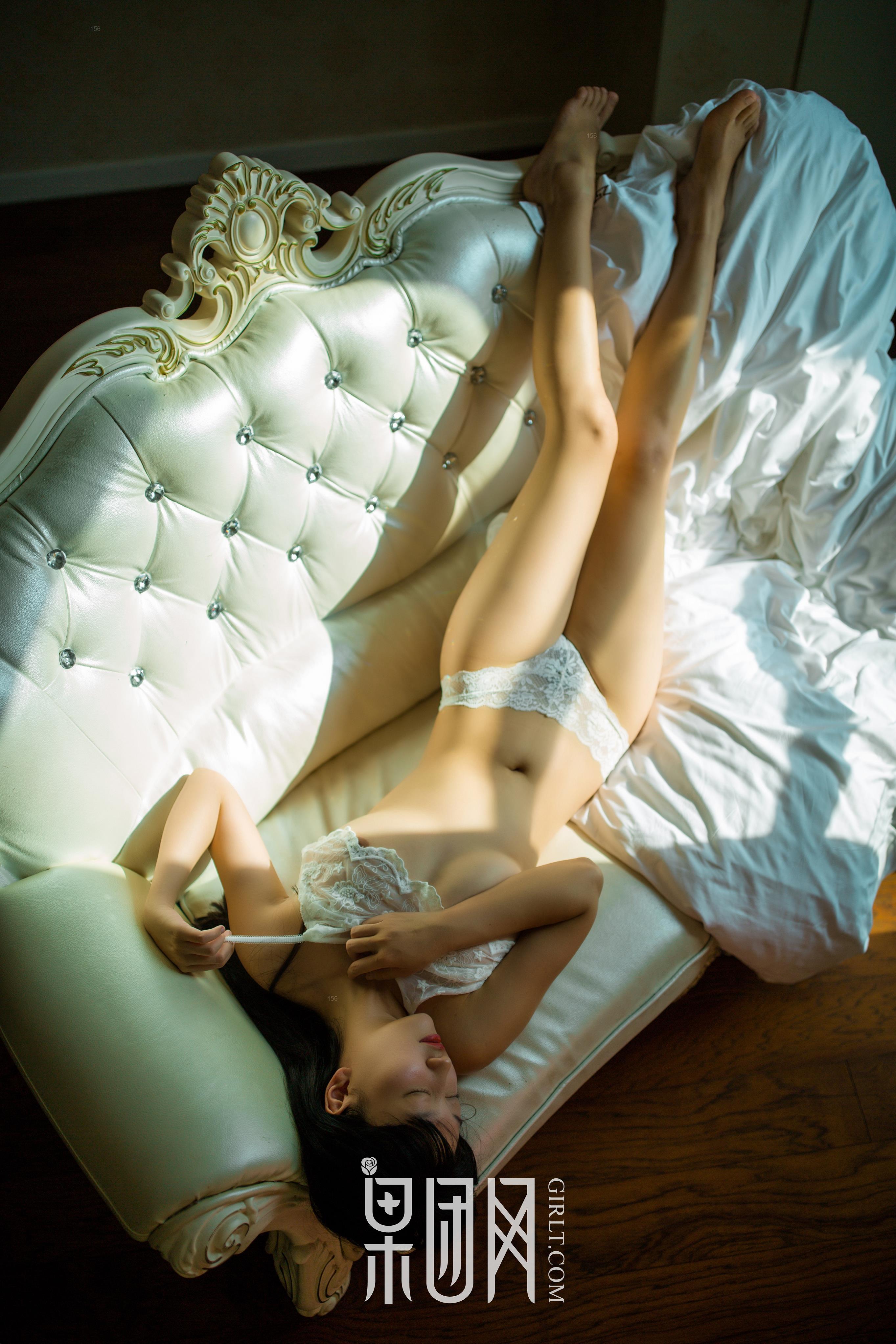 [Girlt果团网]XCJX20180112NO0013 童颜巨乳小萝莉 白色情趣内衣性感私房写真集