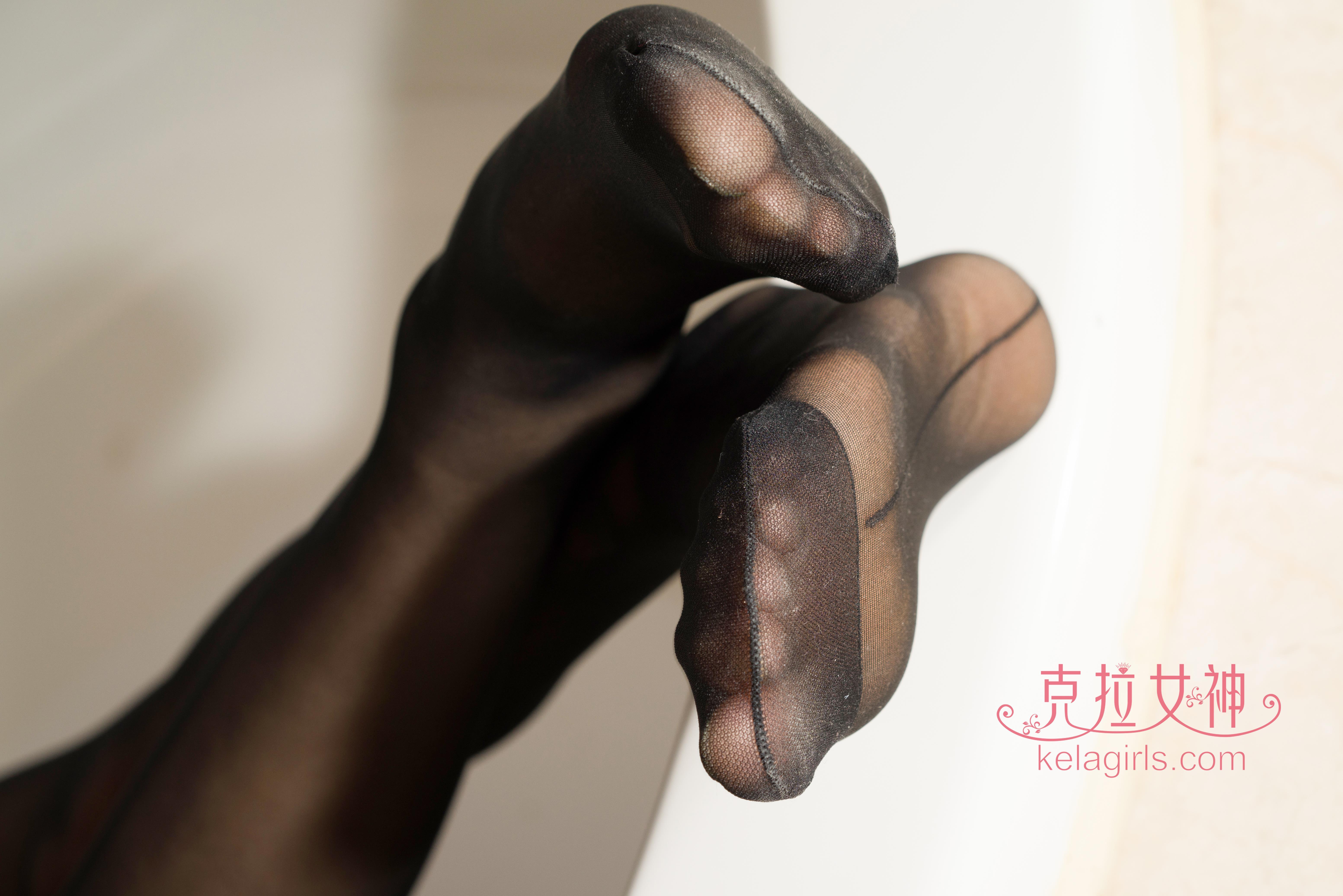 [kelagirls克拉女神]2018-04-06 《美丝美刻》 夏可木子 黑色性感内衣加黑色丝袜美腿玉足私房写真集