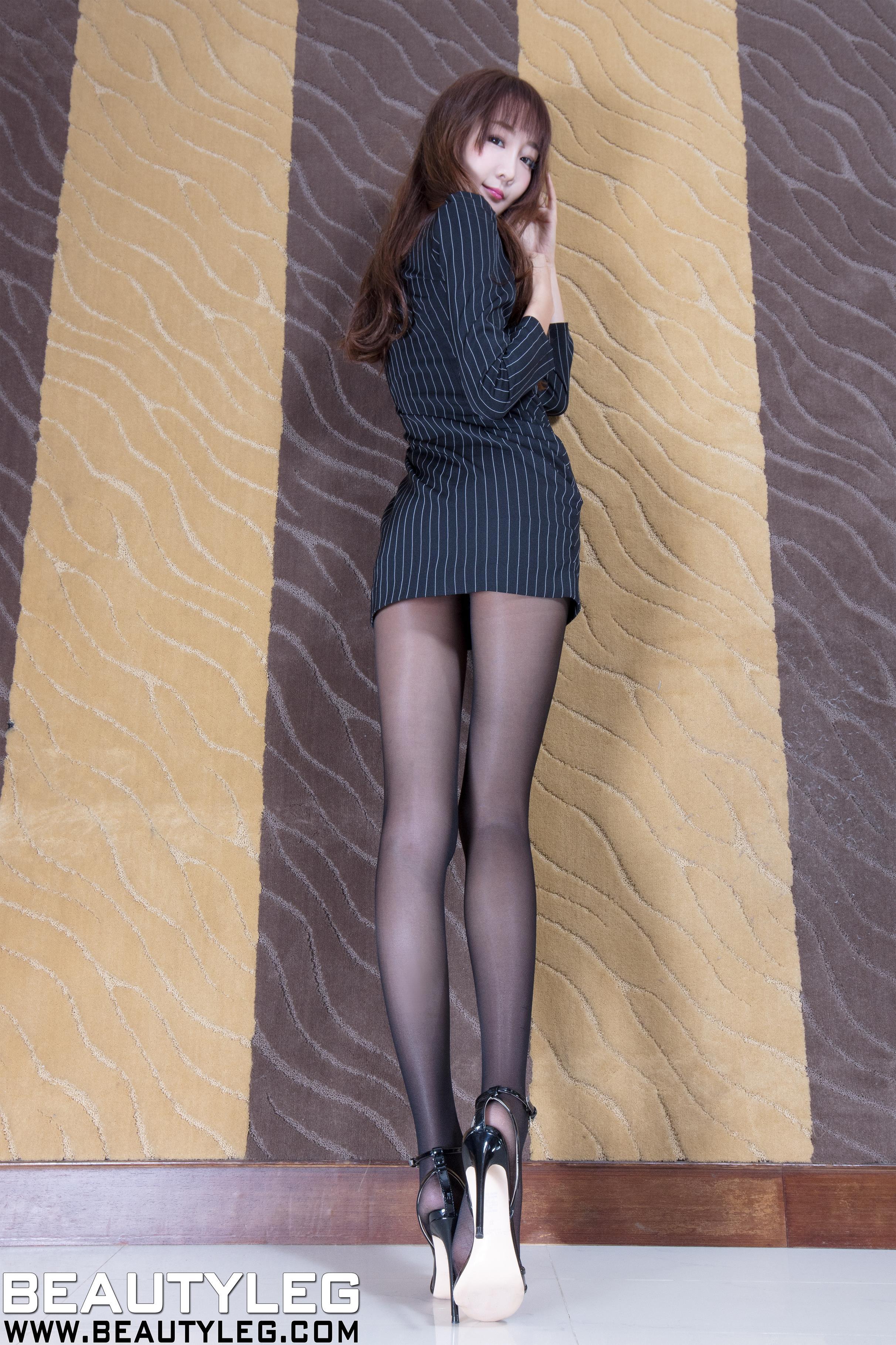 [beautyleg美腿写真]No.1614 Iris 黑色风衣加黑色丝袜美腿性感私房写真集