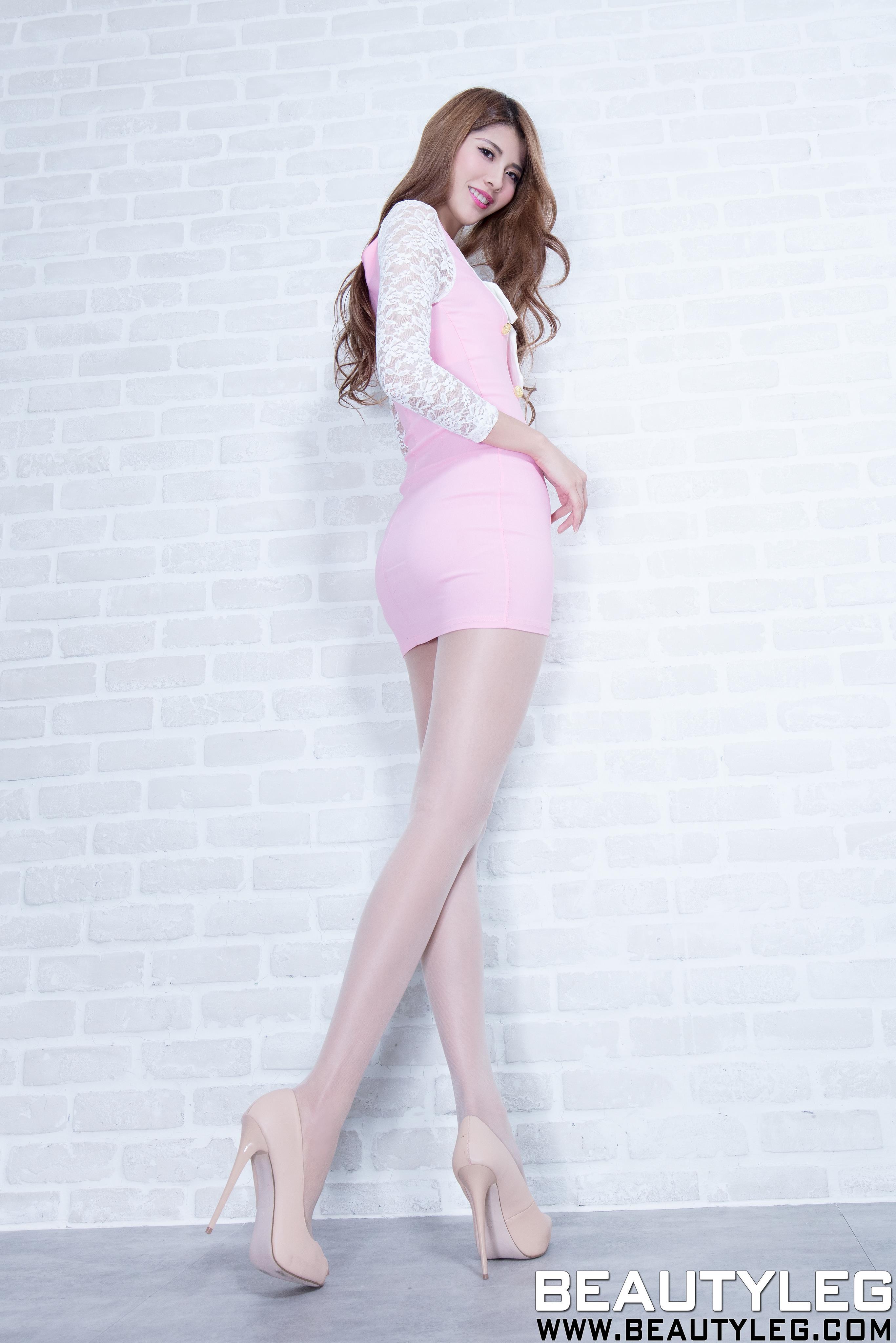 [beautyleg美腿写真]No.1618 Joanna 白色蕾丝衬衫与粉色吊带连衣裙加肉色丝袜美腿性感私房写真集