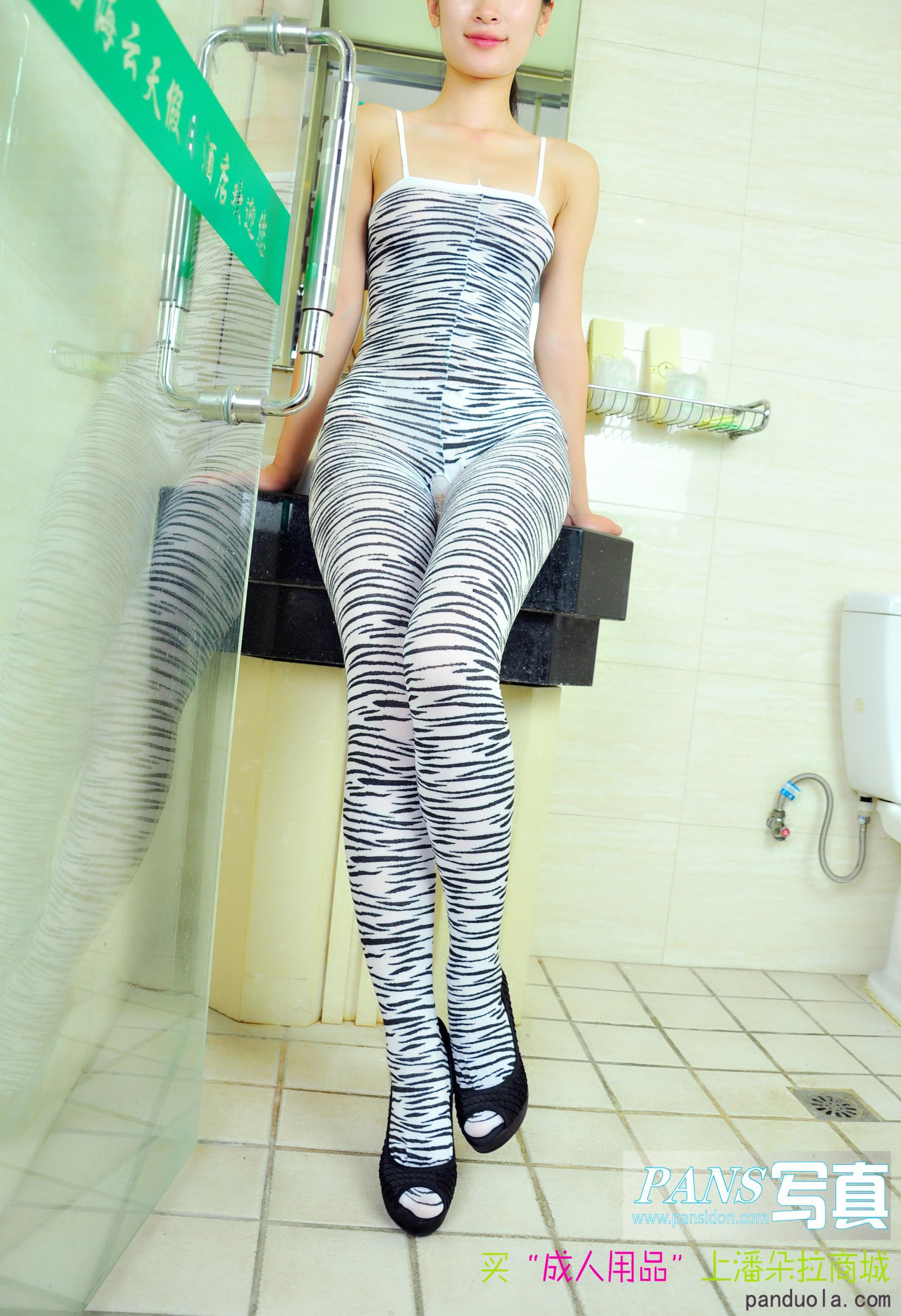 [PANS盘丝洞写真]NO.083期 性感美女吊带连体装私房写真集