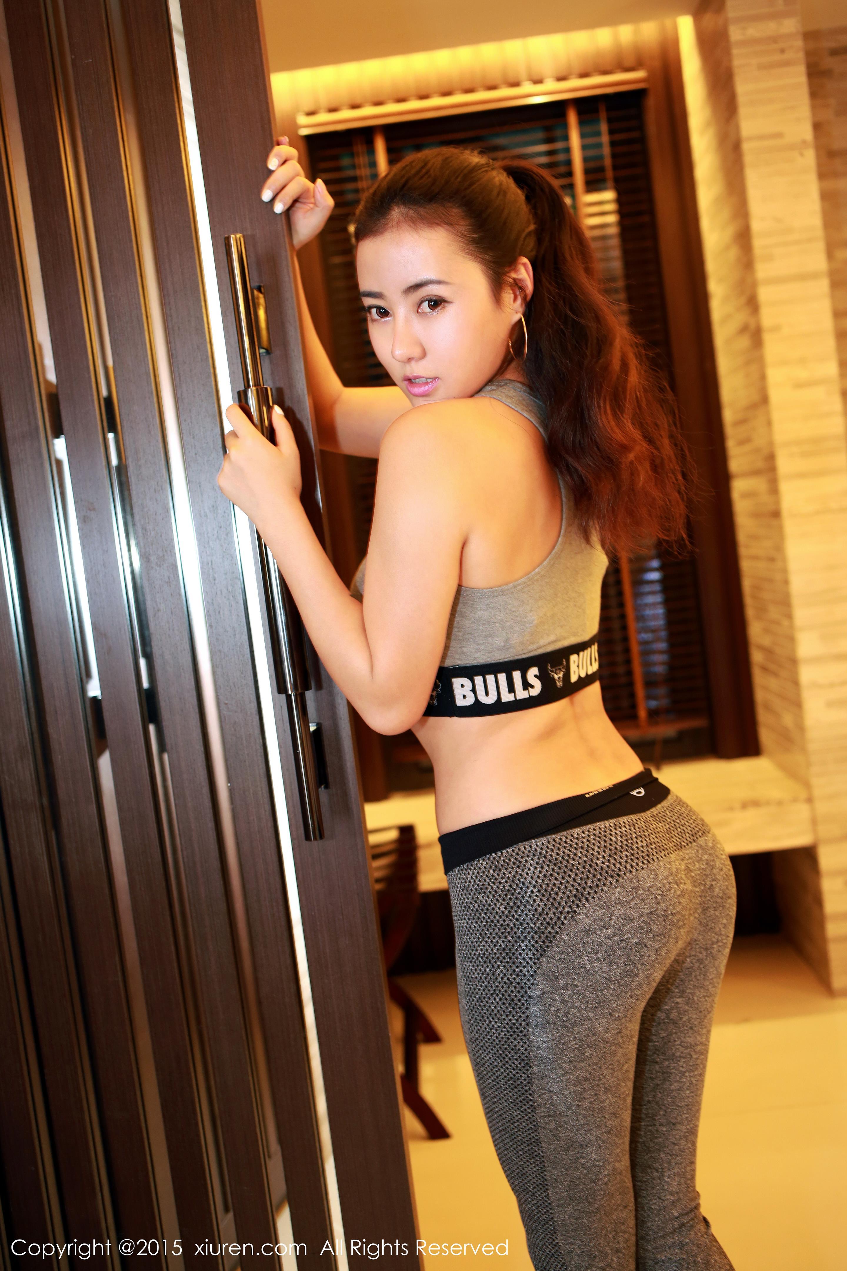 [XIUREN秀人网]XR20150604N00336 Manuela玛鲁娜 运动内衣加紧身长裤与粉色性感内衣私房写真集