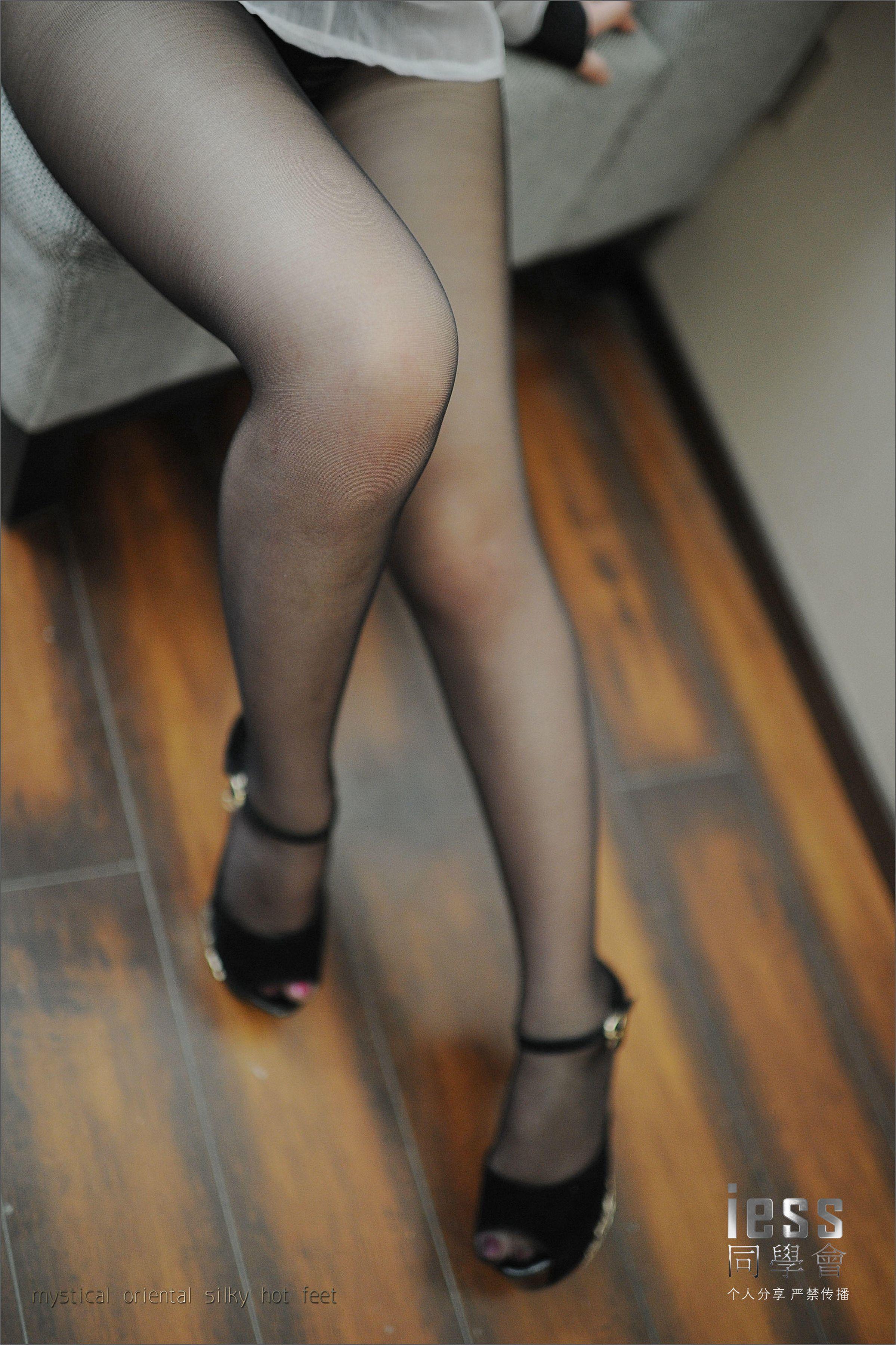 [IESS异思趣向]Model 梦梦 白色衬衫与性感内衣加黑色丝袜美腿私房写真集