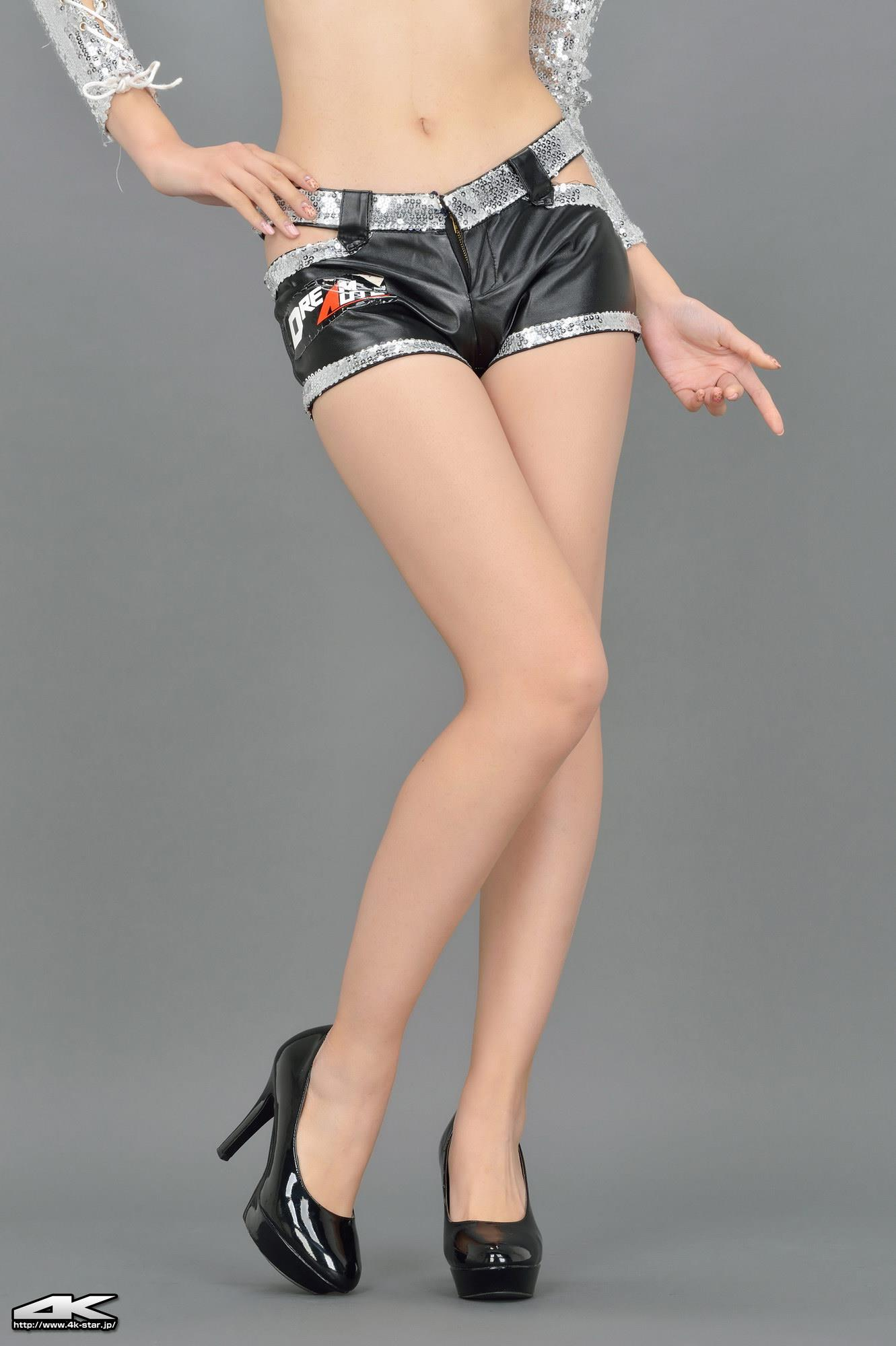 [4K-STAR套图]No.00112 真先由紀奈,Masaki Yukina 银色闪亮内衣加黑色性感皮短裤私房写真集