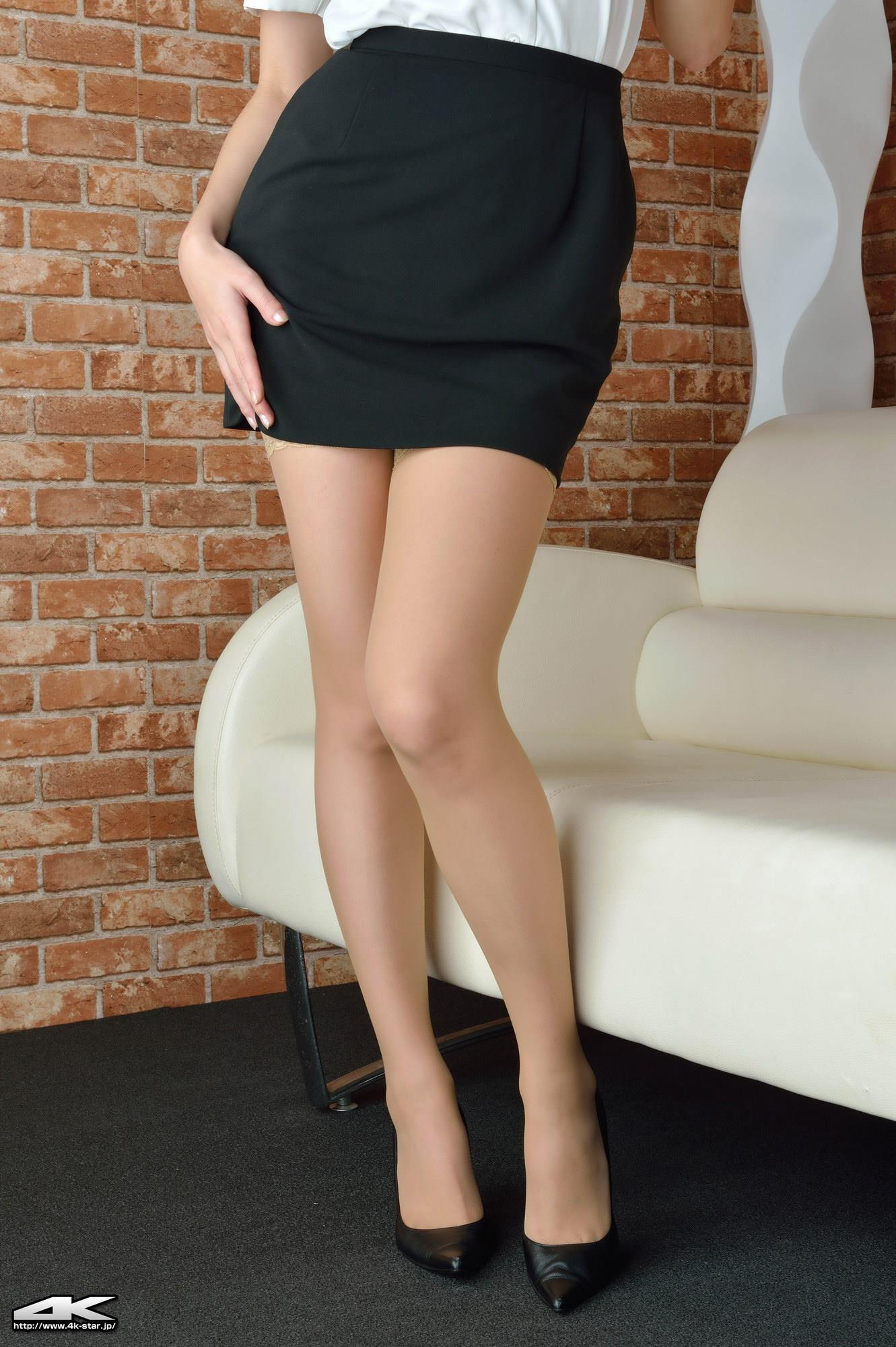 [4K-STAR套图]No.00113 吉川さおり(吉见早央 , Sao Yoshimi) 性感女秘书制服与肉色丝袜美腿加粉色内衣私房写真集