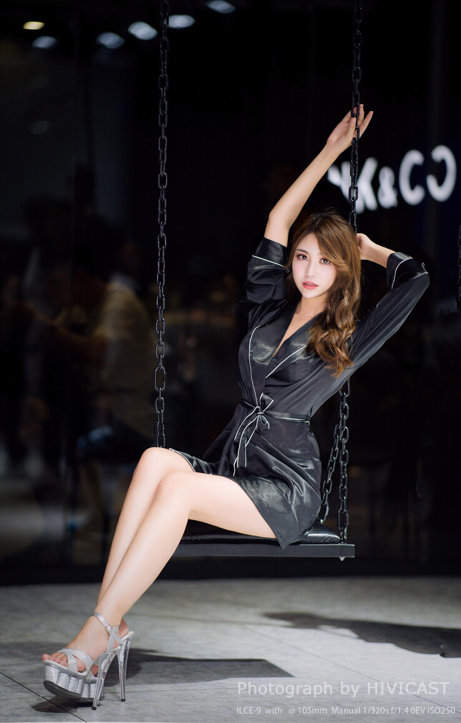 2018长春车展 沃尔沃汽车展台模特:王璐瑶Cecilia 黑色性感睡衣写真
