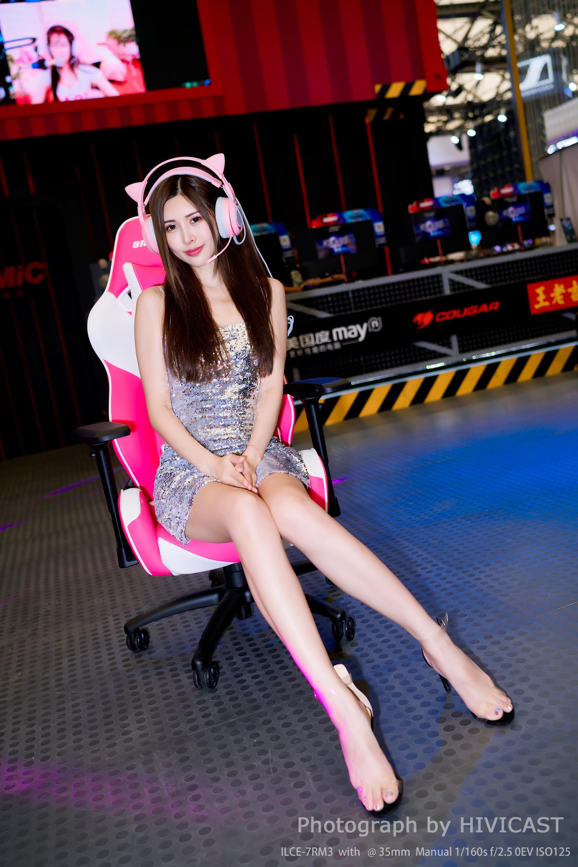 2018ChinaJoy 美腿 模特:@刘光喵喵 金光闪闪抹胸裙性感写真