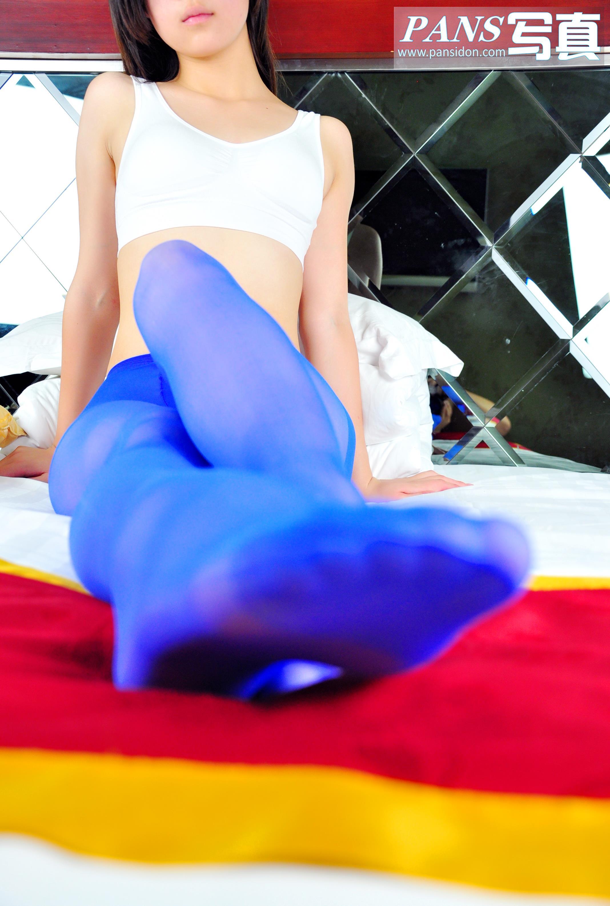 [PANS盘丝洞写真]NO.087期 白色性感内衣小美女蓝色丝袜美腿私房写真集