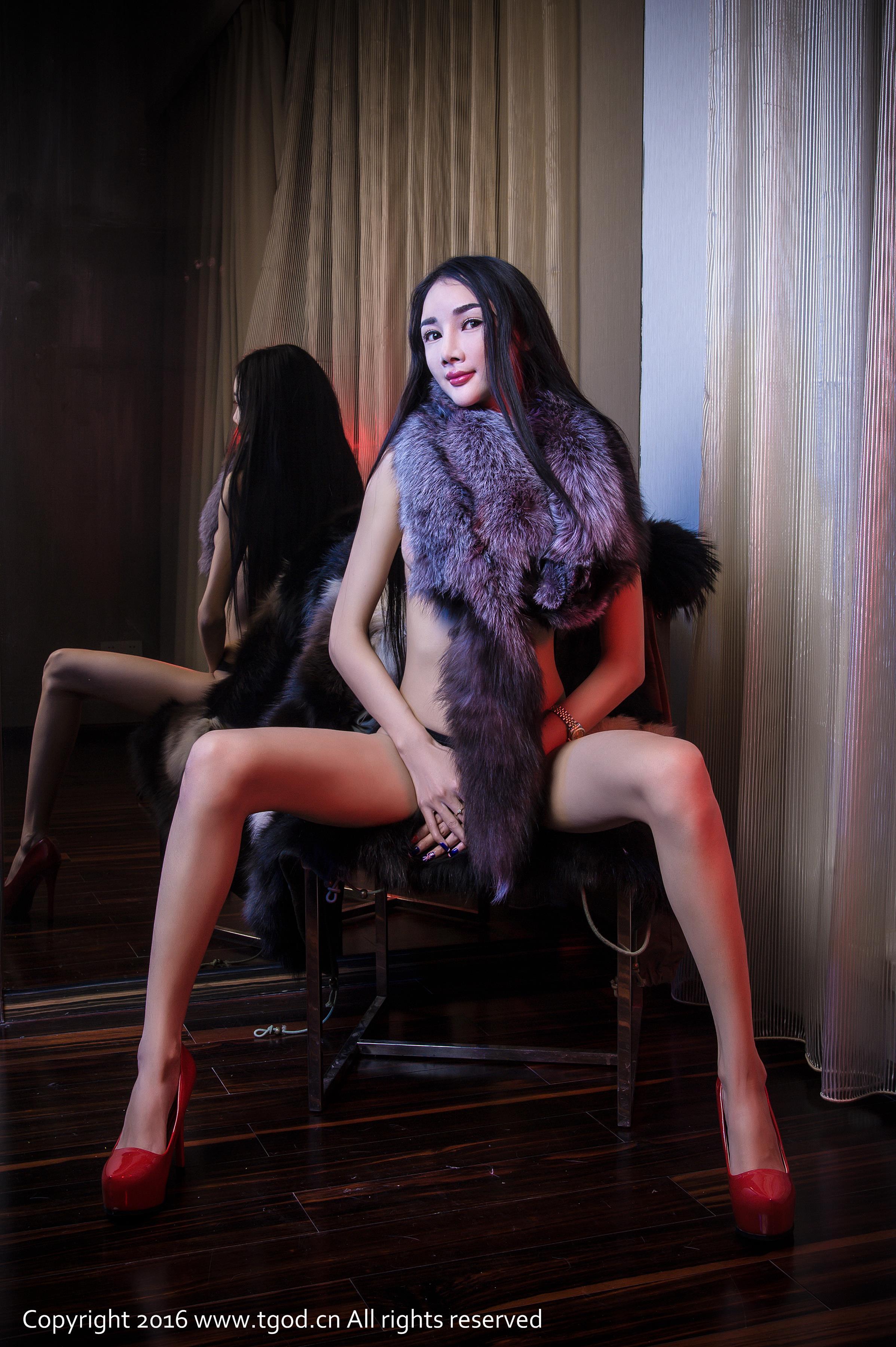 [TGOD推女神]2016-02-16 御女郎 婕西儿 第三辑 红色外套与半裸性感玉体私房写真集