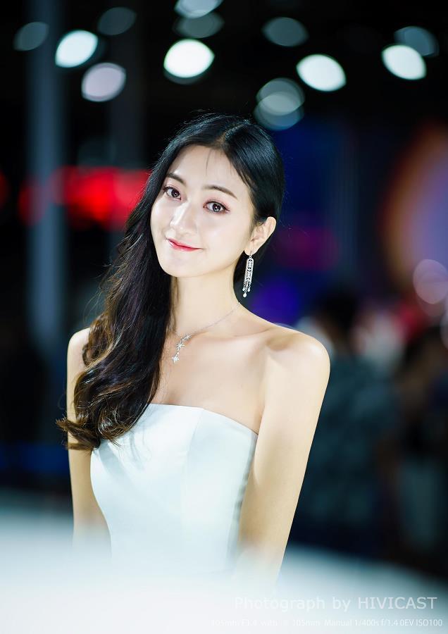 2018成都车展 长安福特 模特:贵贵贵琴 白色抹胸裙俏皮可爱