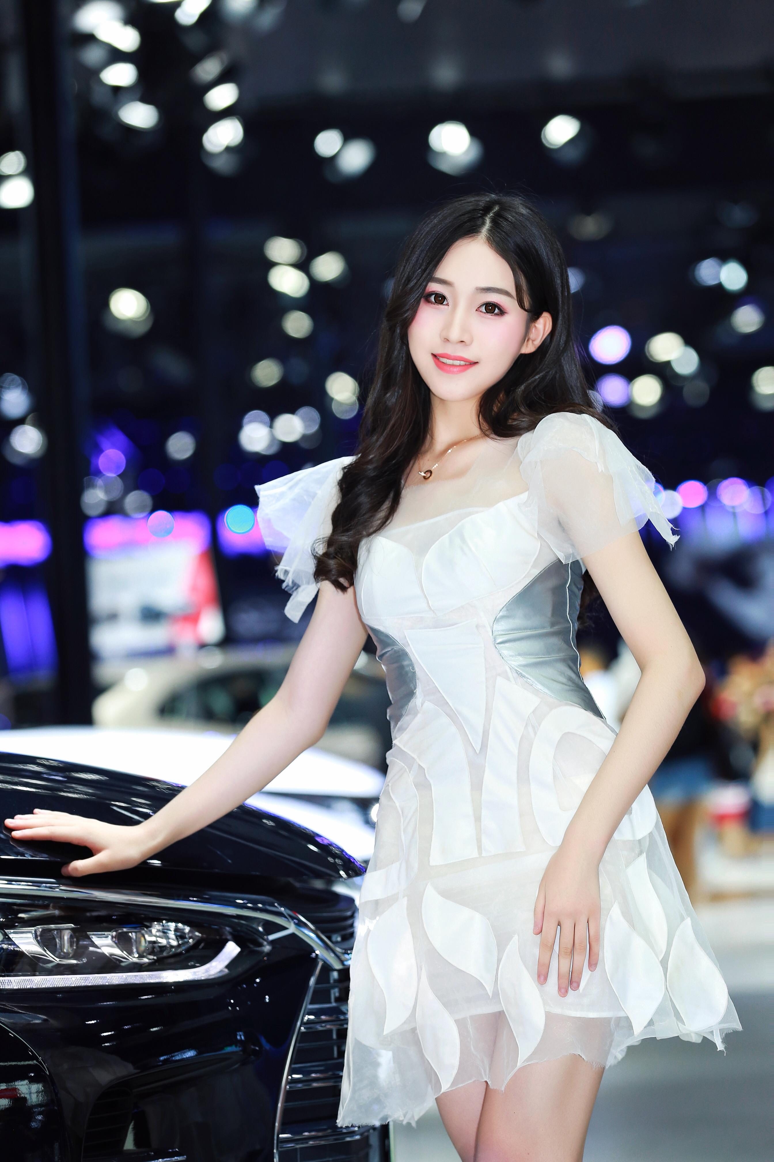 成都国际车展比亚迪展台美女车模 刘婷DDuu 白色透视连衣裙性感写真