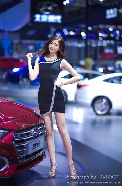 2018成都车展北京现代展台美女车模:春晓 黑色紧身连衣裙性感写真