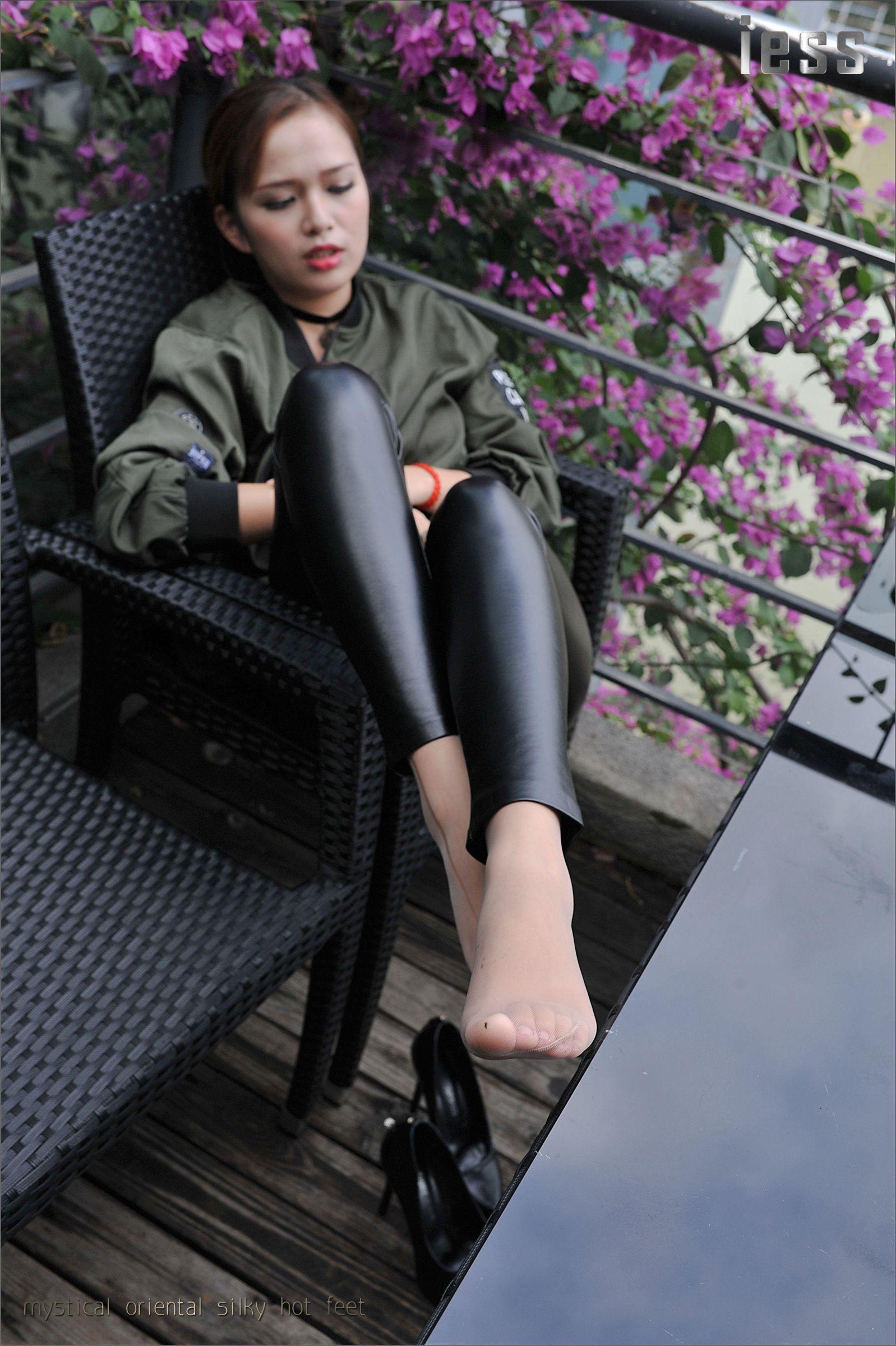 [IESS异思趣向]Model 羊羊 棕色外套加黑色紧身漆皮裤性感私房写真集