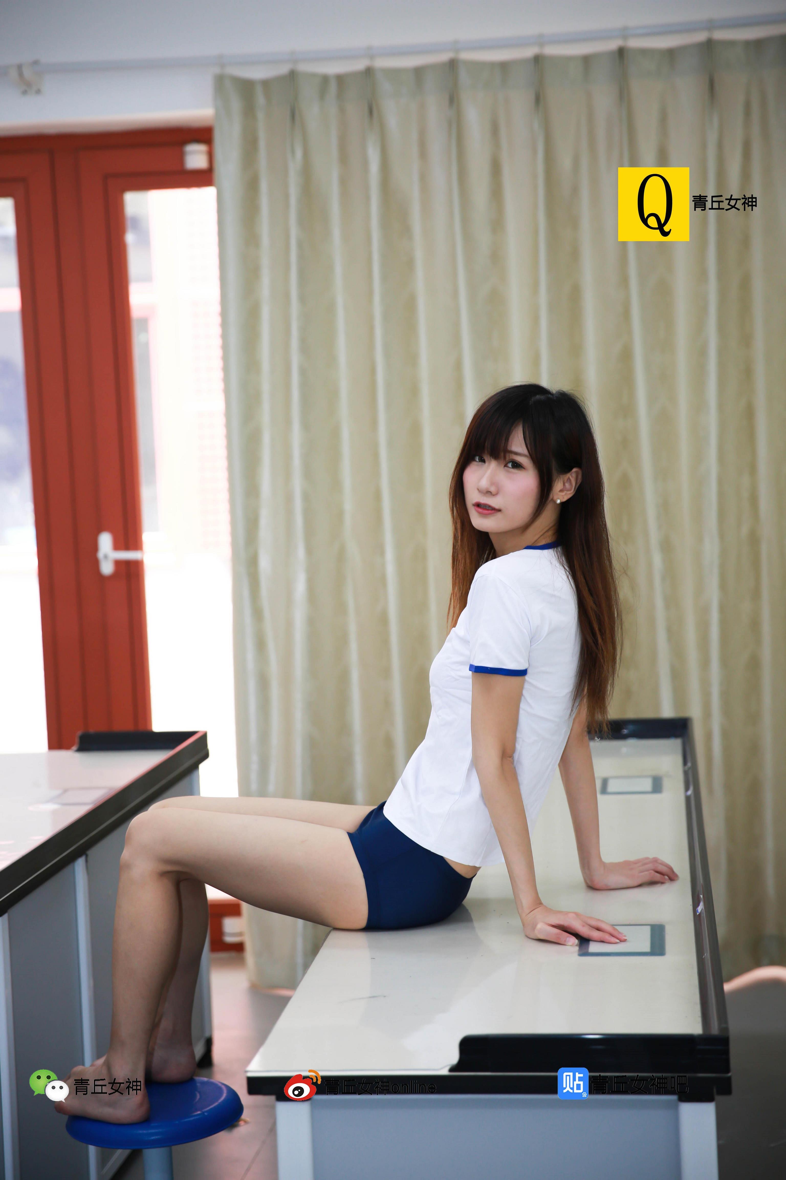 [青丘女神]2017-06-11 教室内清纯高中女生白色短袖加蓝色短裤与学生制服加灰色短裙私房写真集