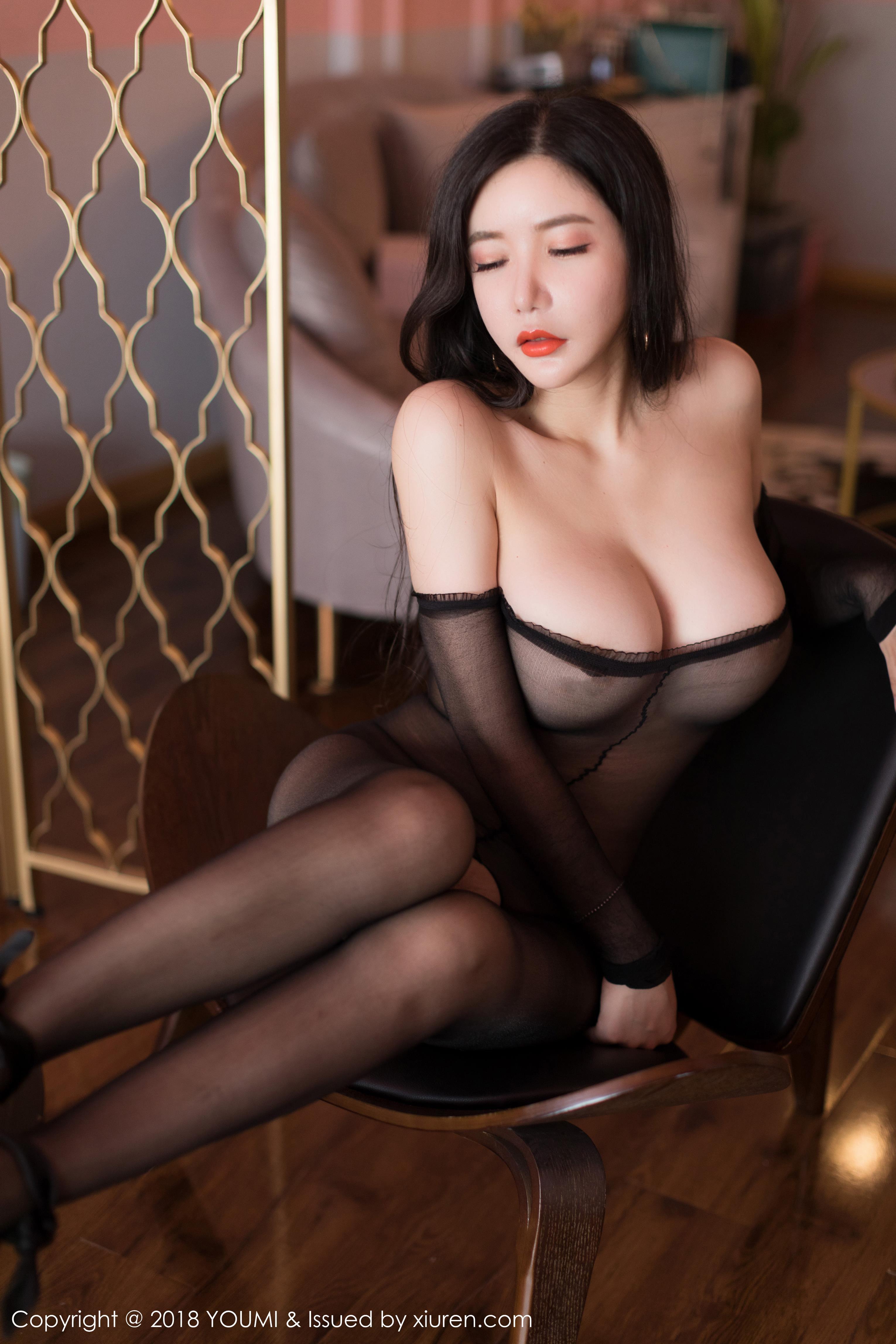 [YOUMI尤蜜荟]YMH20180918VOL0214 心妍小公主 黑色连体开裆丝袜性感私房写真集