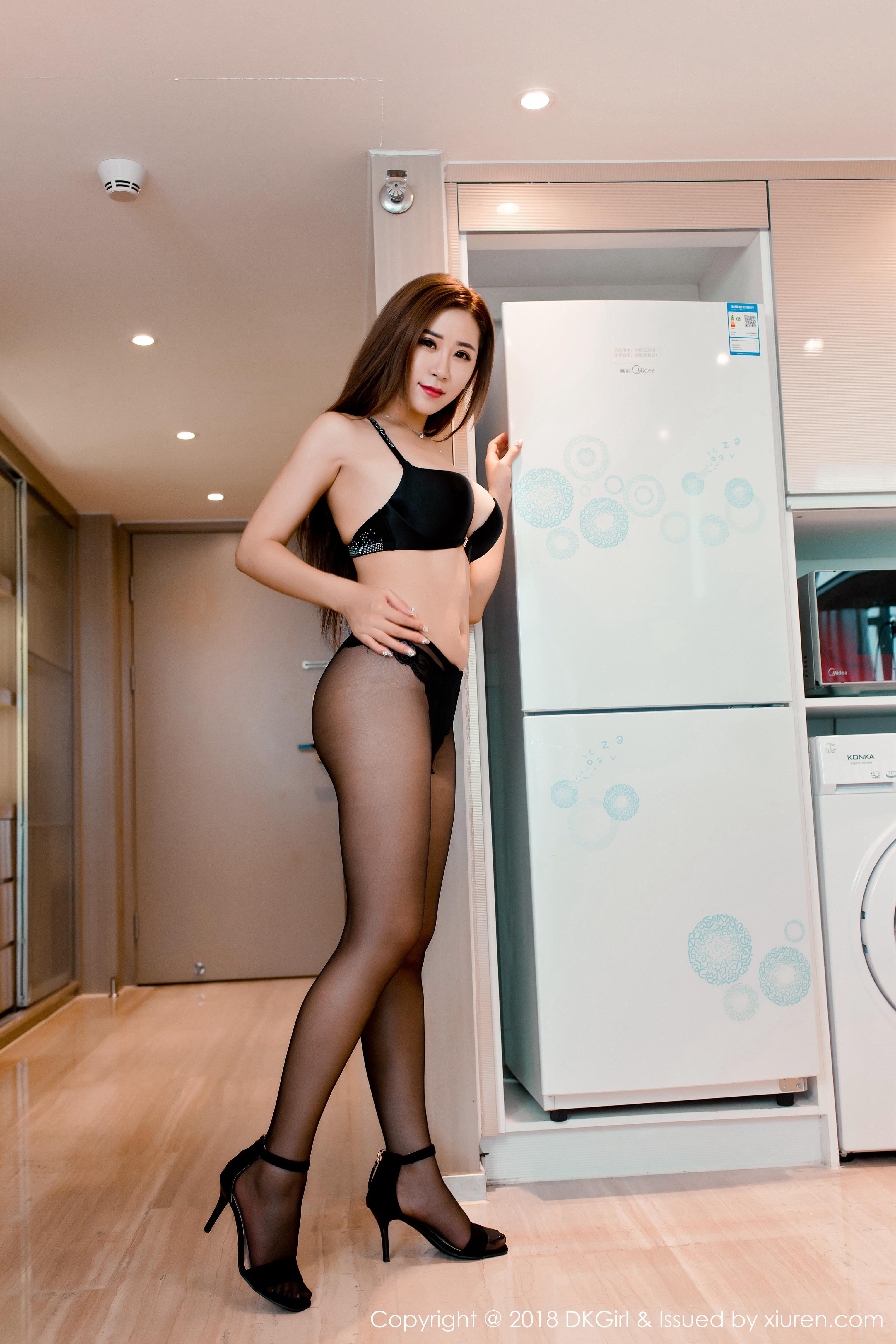 [DKGirl御女郎]DK20180928VOL0086 雪儿Cier 黑色内衣加黑色丝袜美腿与透视情趣旗袍性感私房写真集