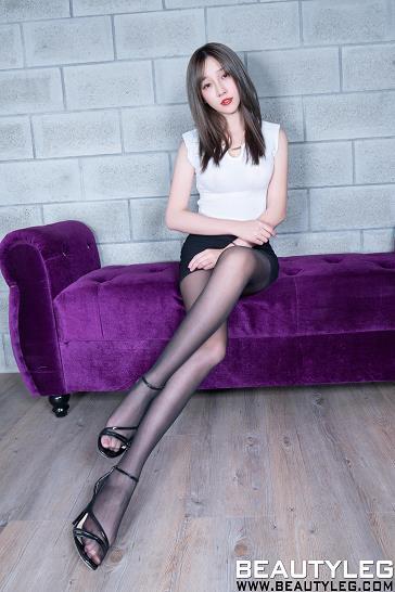 [beautyleg美腿写真]No.1689 Iris 白色无袖紧身上衣与黑色包臀短裙加黑色丝袜美腿性感私房写真集
