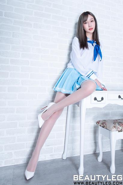 [beautyleg美腿写真]No.1689 Iris 高中女生制服短裙加肉色丝袜美腿性感私房写真集