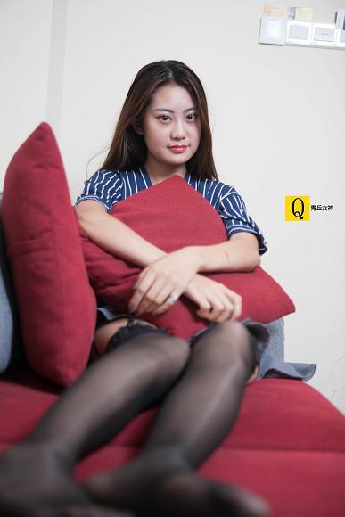 [青丘女神]2017-07-01 Q7.010 性感女秘书 小豆Ⅱ OL制服短裙加黑色丝袜美腿私房写真集