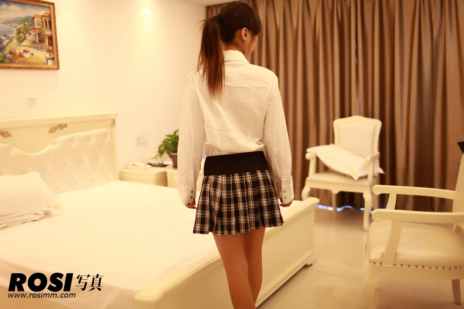 [ROSI写真]No.106 性感小美女白色衬衫加格子短裙私房写真集