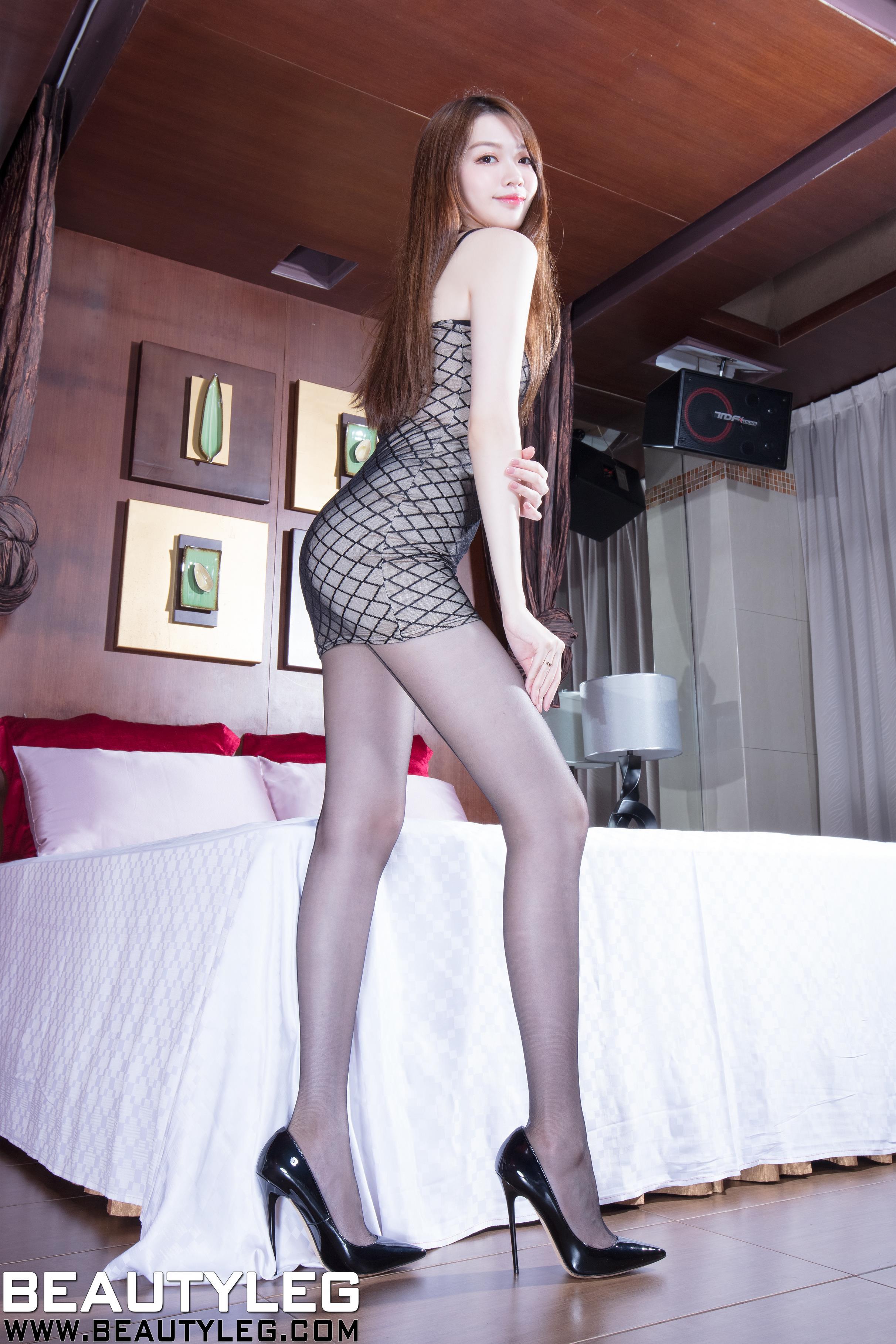[beautyleg美腿写真]No.1756 Joanna 黑色吊带连衣裙加黑色丝袜美腿性感私房写真集