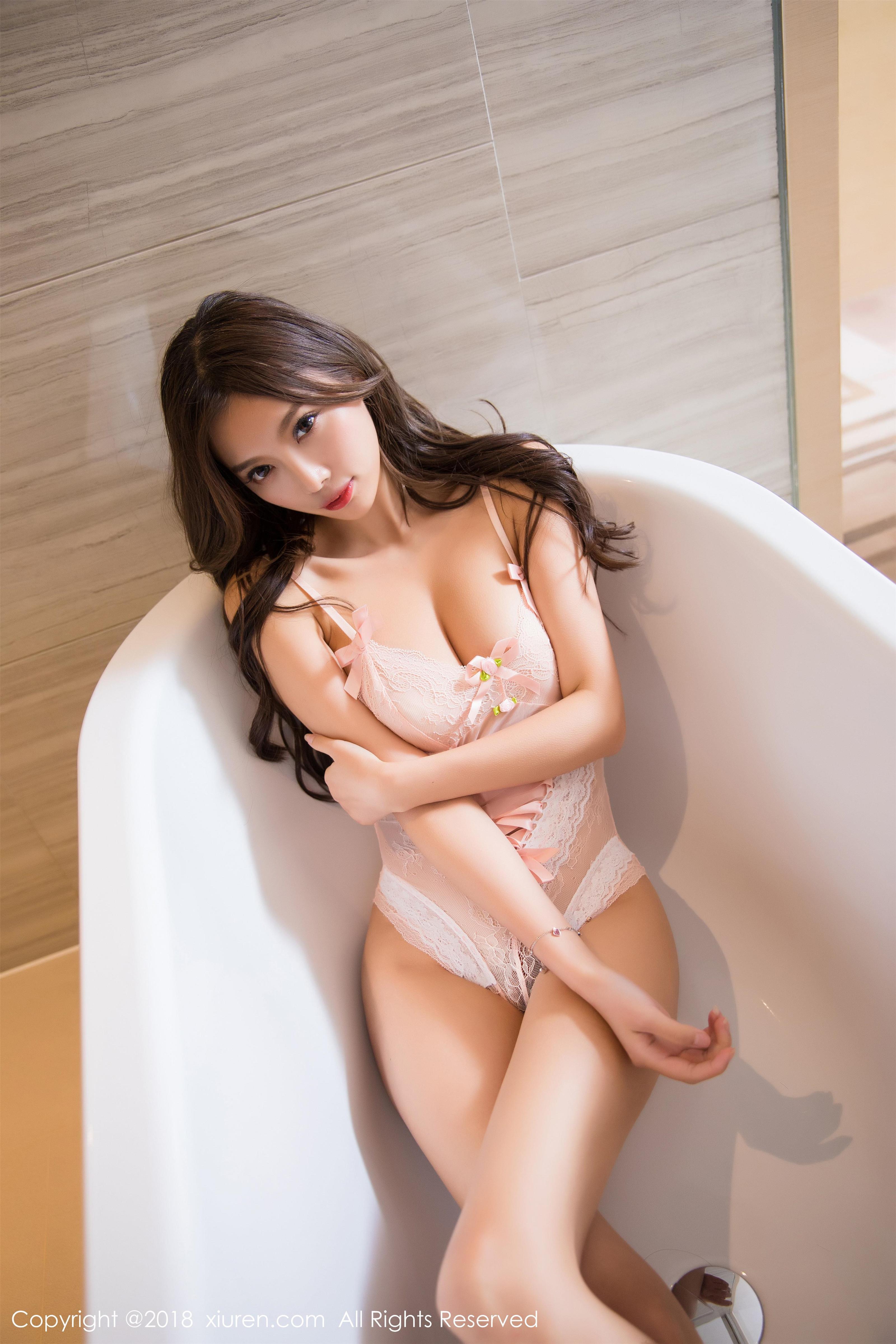 [XIUREN秀人网]XR20180625N01051 杨晨晨sugar 运动短袖加短裤与粉色连体内衣性感私房写真集