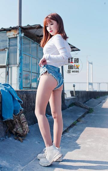 红颜图说 性感热裤美女轻水的海鸥岛公路之旅 