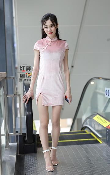 红颜图说 街拍性感美女 粉色连身短旗袍加肉色丝袜美腿