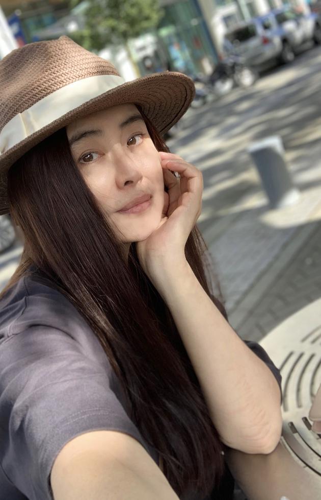 王祖贤素颜近照曝光 状态大好不像53岁
