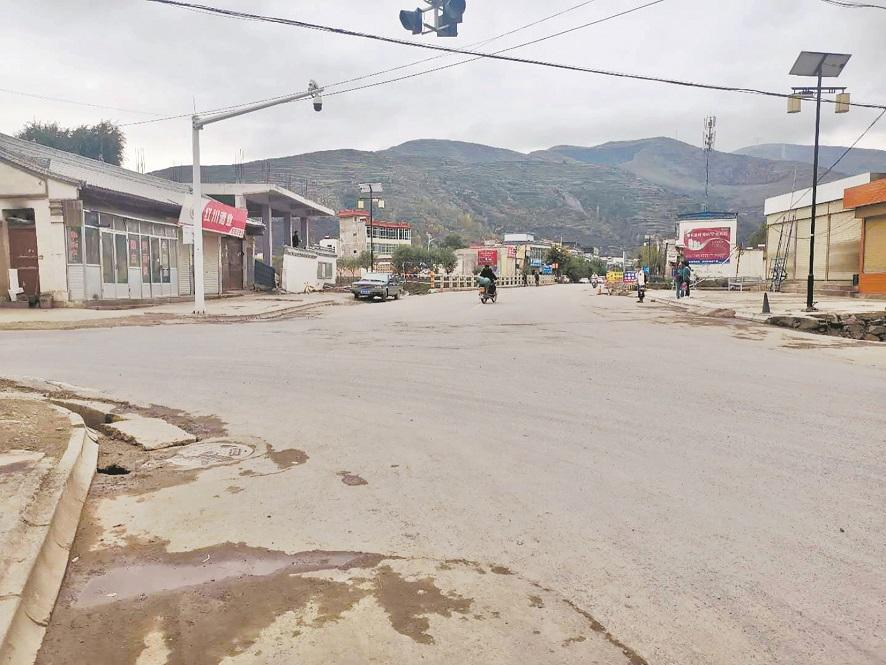 大货车失控撞上村民致6死17伤 事发甘肃岷县