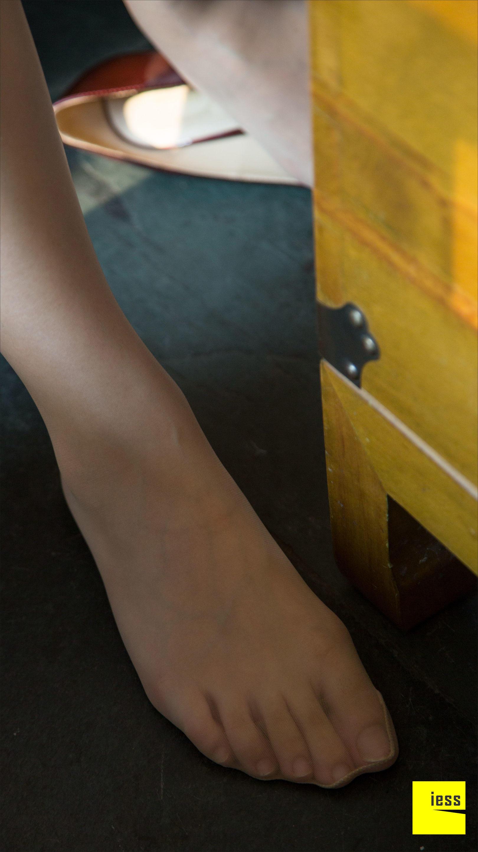 [IESS异思趣向]2016.09.14 丝足便当001 莎莎 白色衬衫与黑色短裙加肉色丝袜美腿玉足性感私房写真集